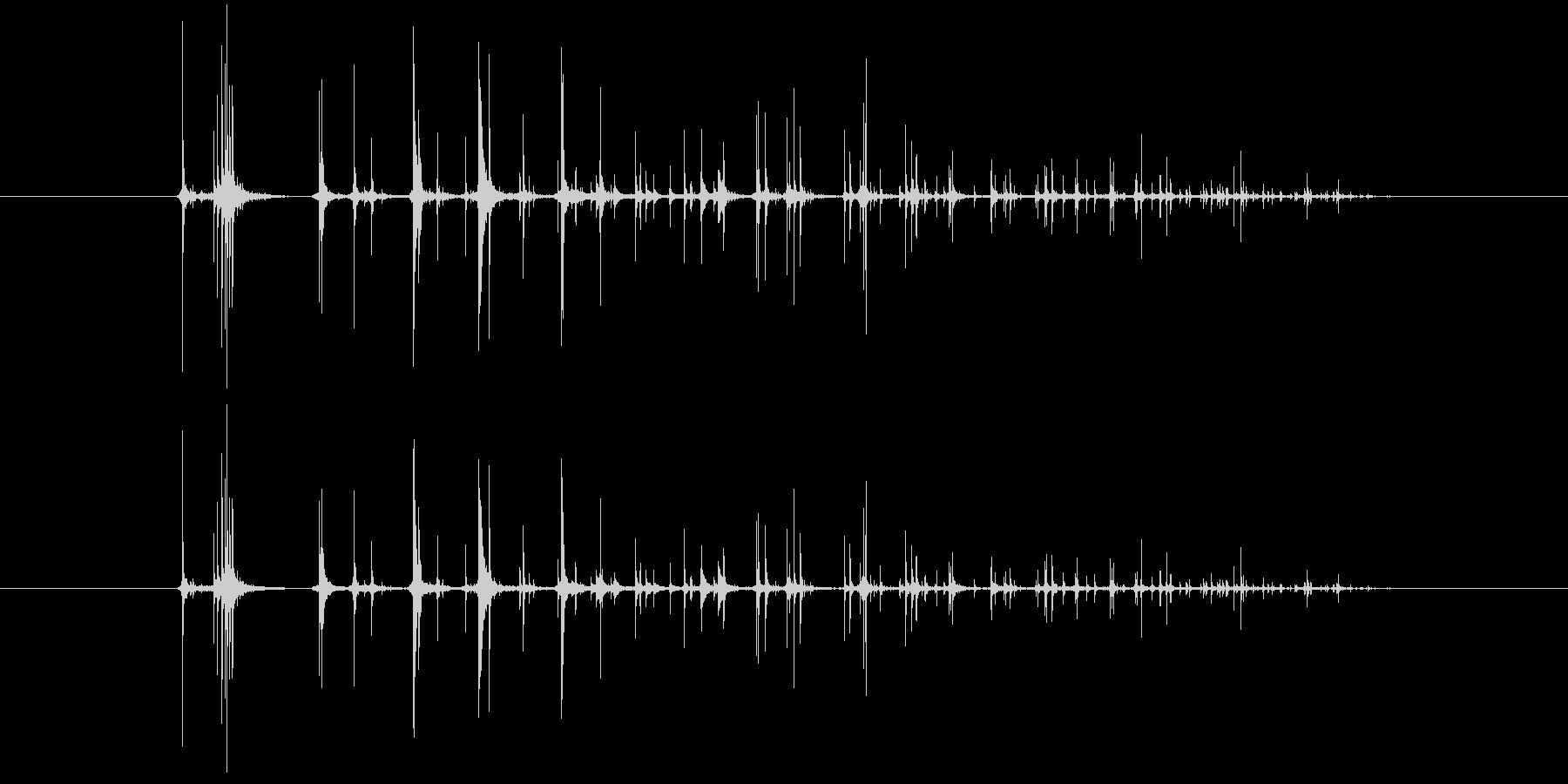 さいころを転がす音の未再生の波形