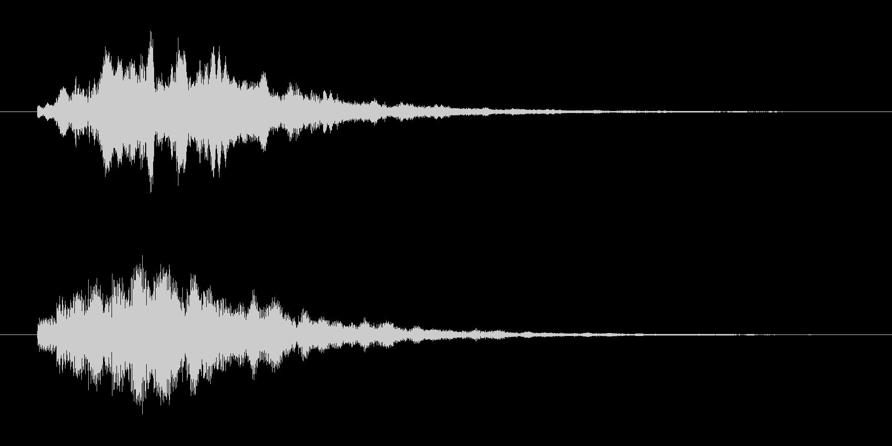 透明感ある、近未来的なアラーム音の未再生の波形