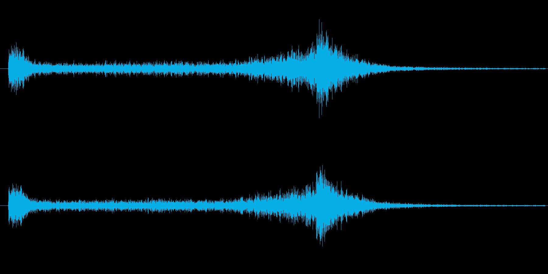 4秒間の豪華なドラムロールの再生済みの波形