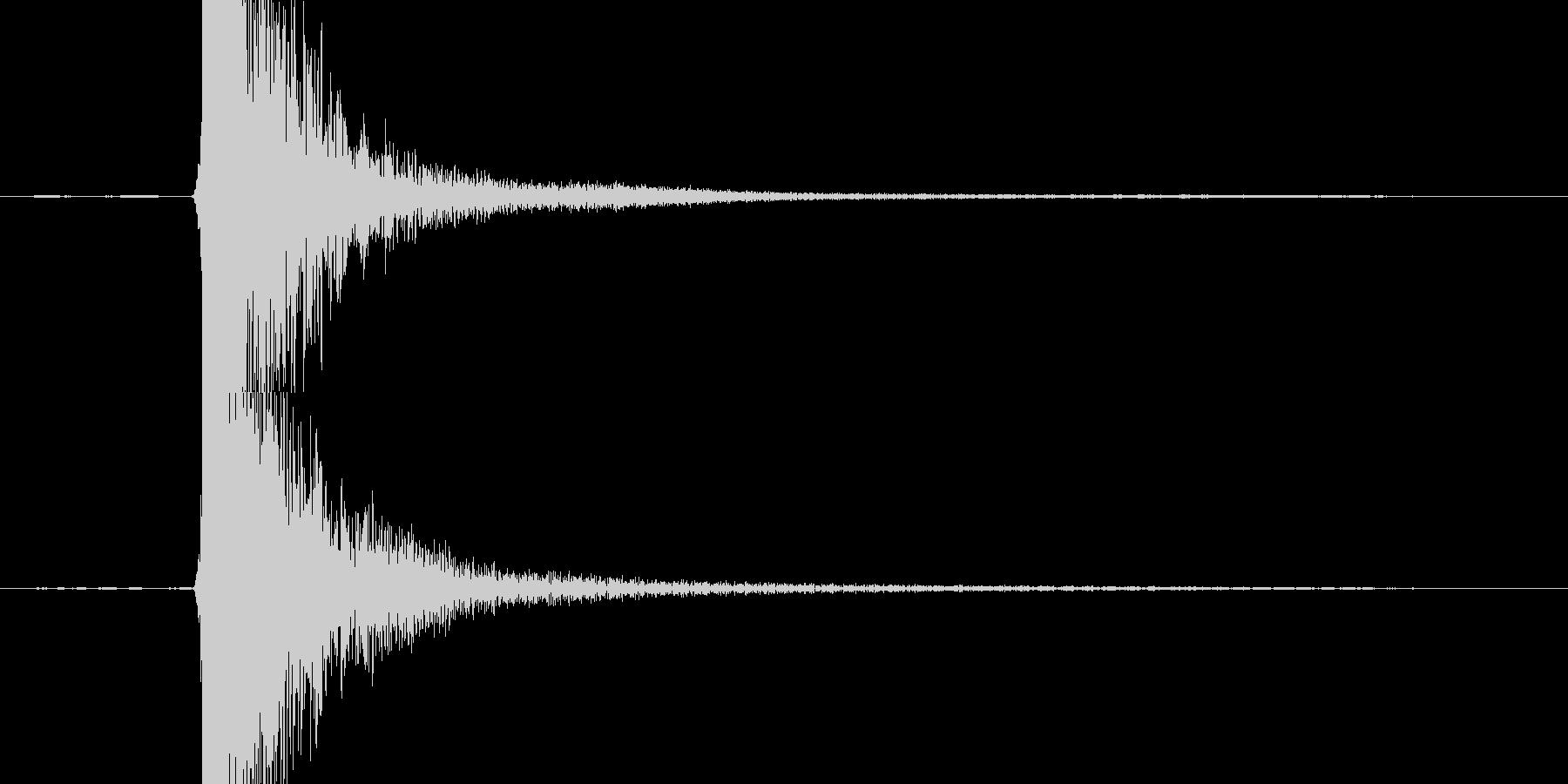 【衝撃音】鉄と鉄がぶつかる音の未再生の波形
