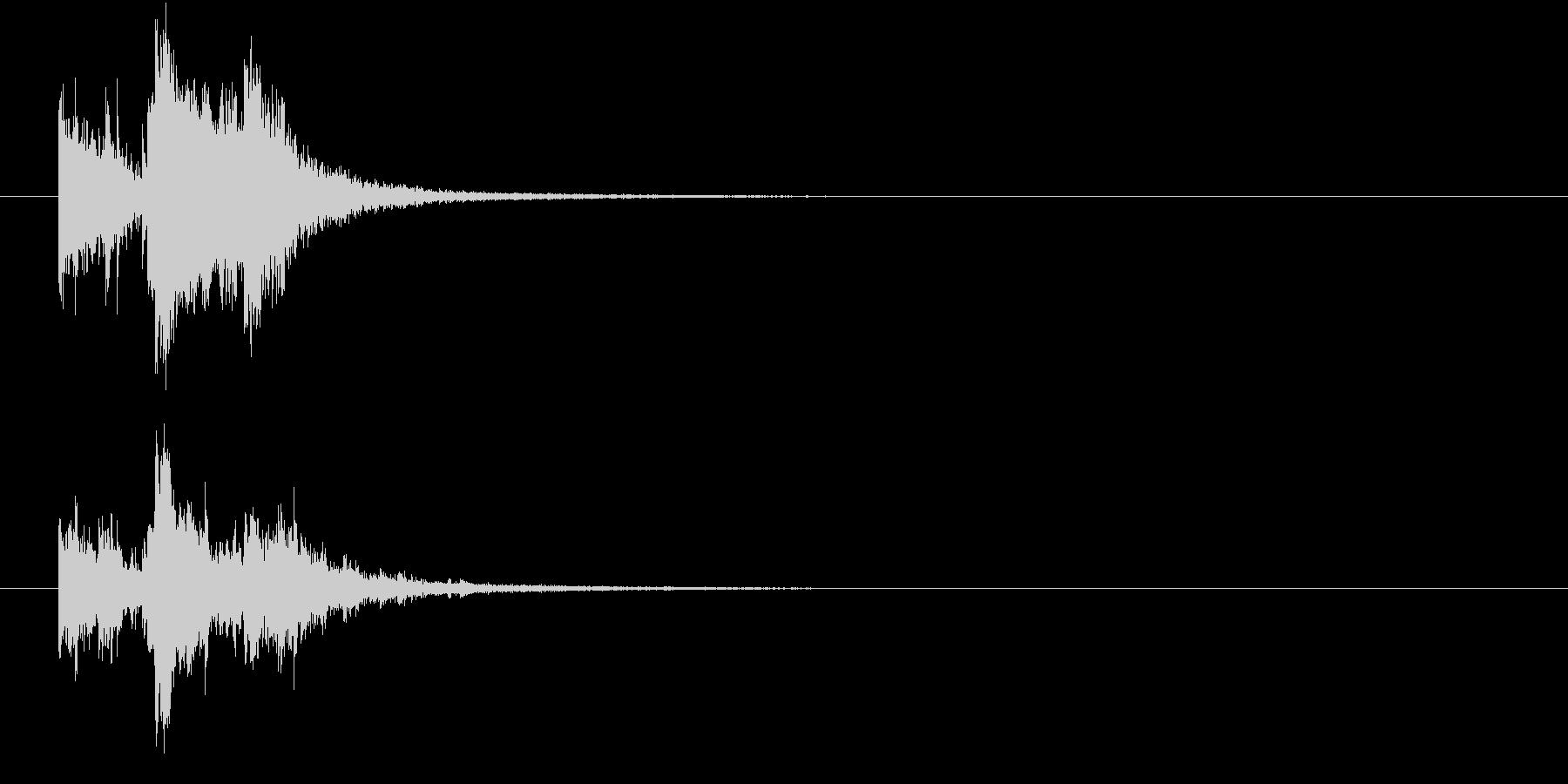 割れ物が派手に破壊される音(エコー)の未再生の波形