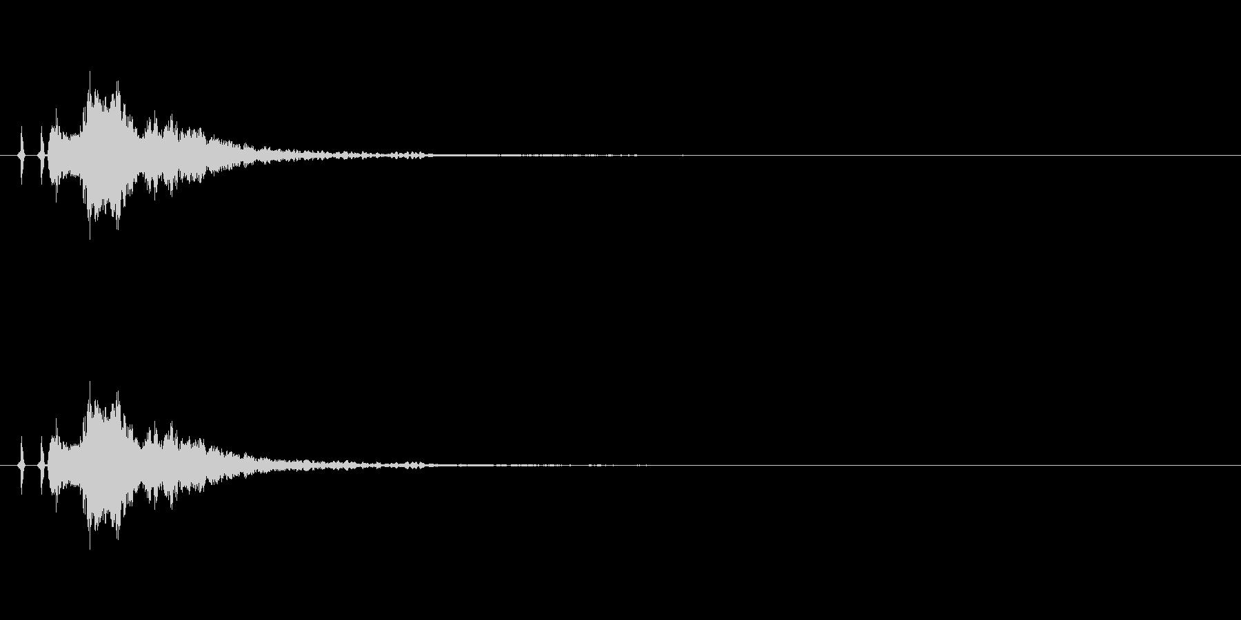 金属的な決定音、カーソル移動音。カシャンの未再生の波形