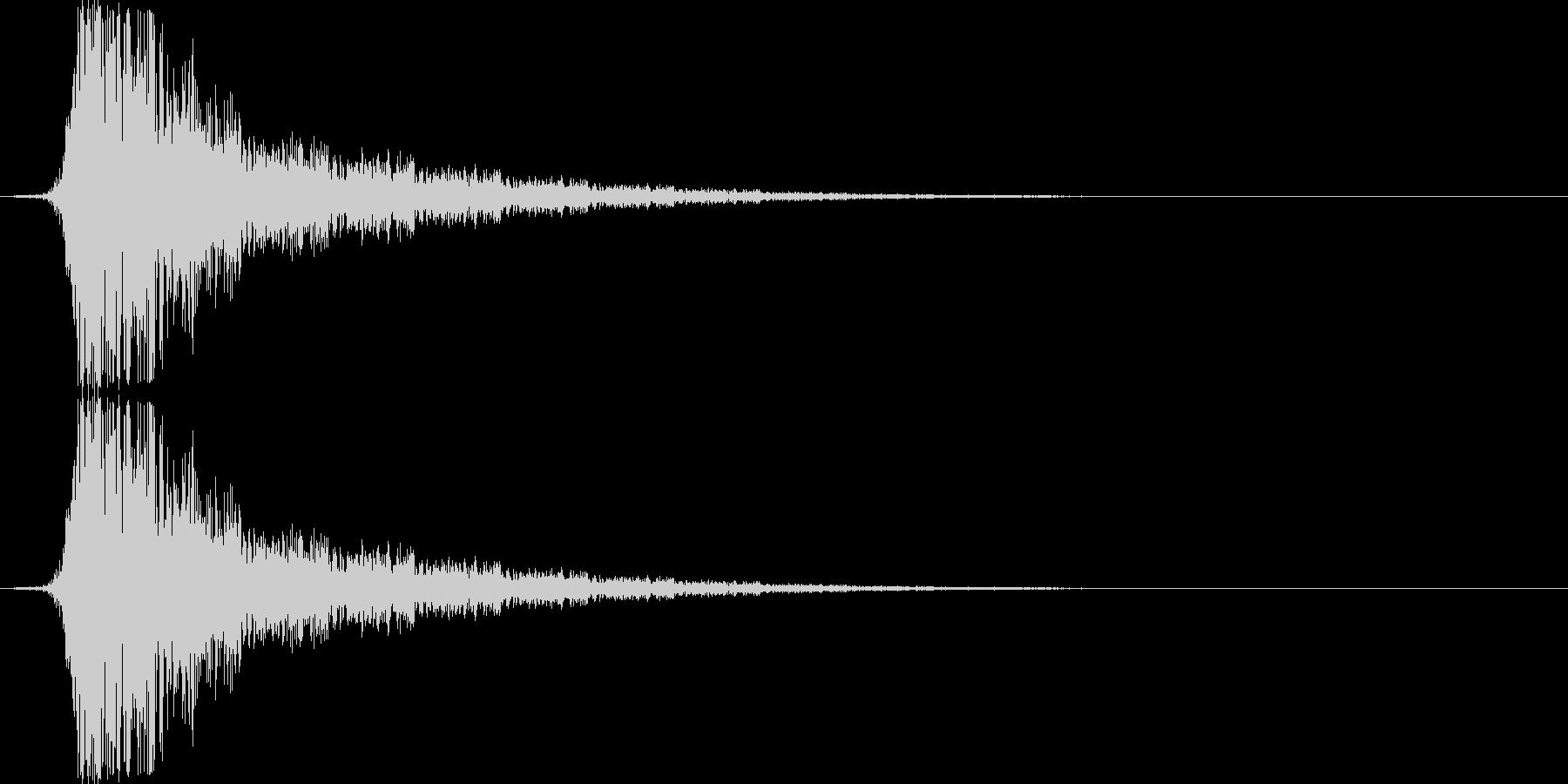 金属質な空を切る音(シュッ/シュン)の未再生の波形