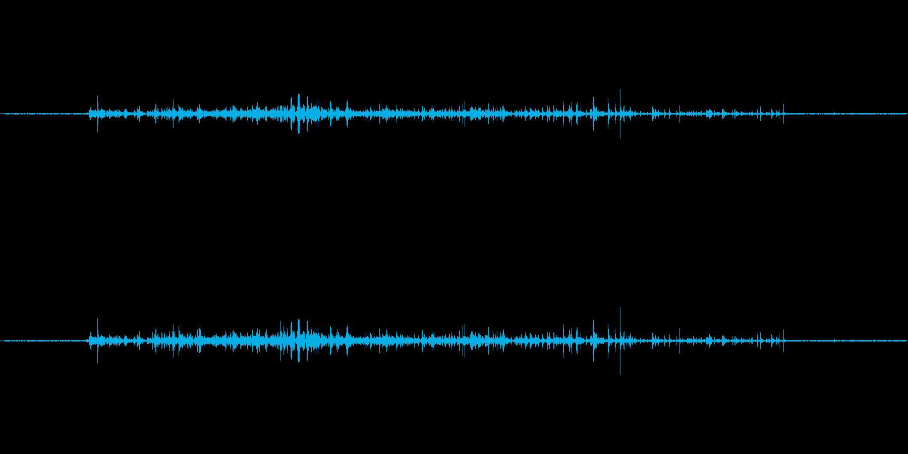 お湯を注ぐ音ですの再生済みの波形
