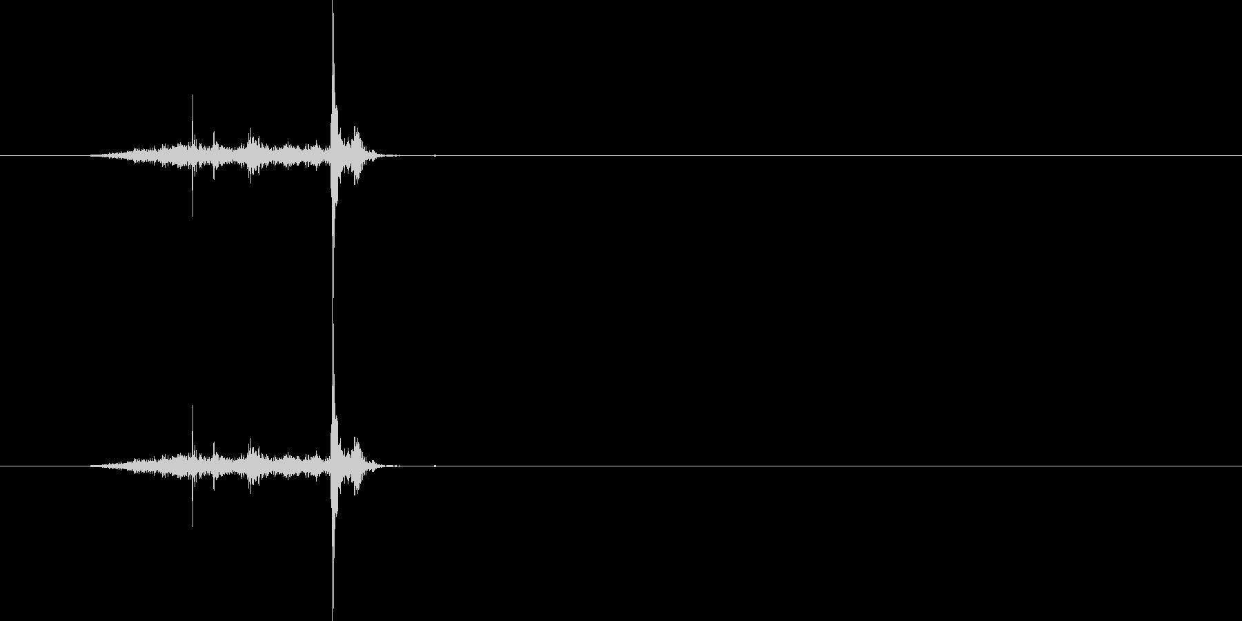 紙・ページをめくる[硬い紙]#2の未再生の波形