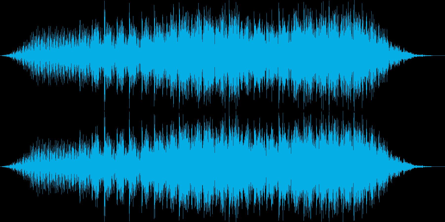 疾走感のあるドラムループとピアノリフの再生済みの波形