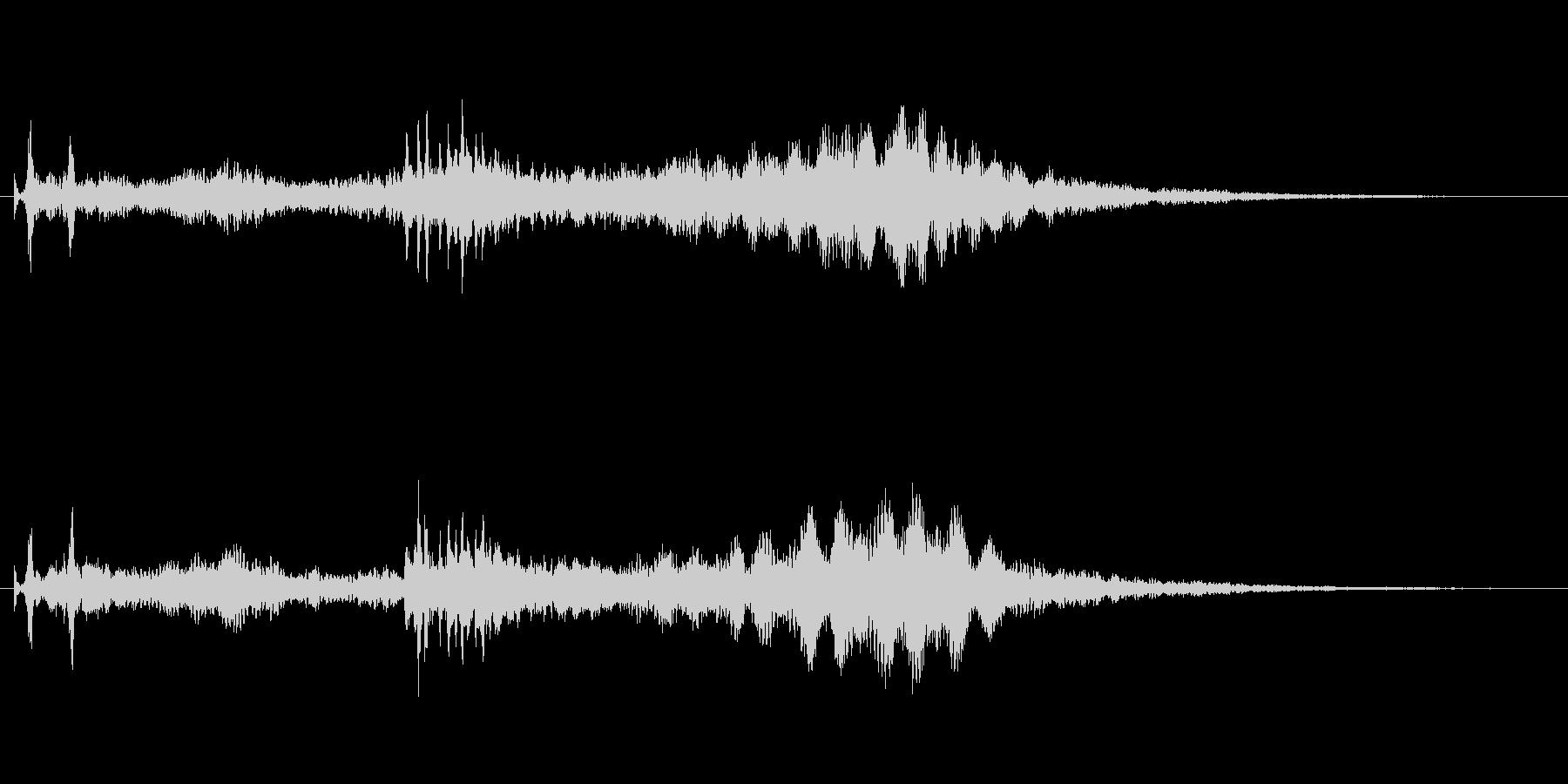 水と金属がテーマ アイキャッチ向け02の未再生の波形
