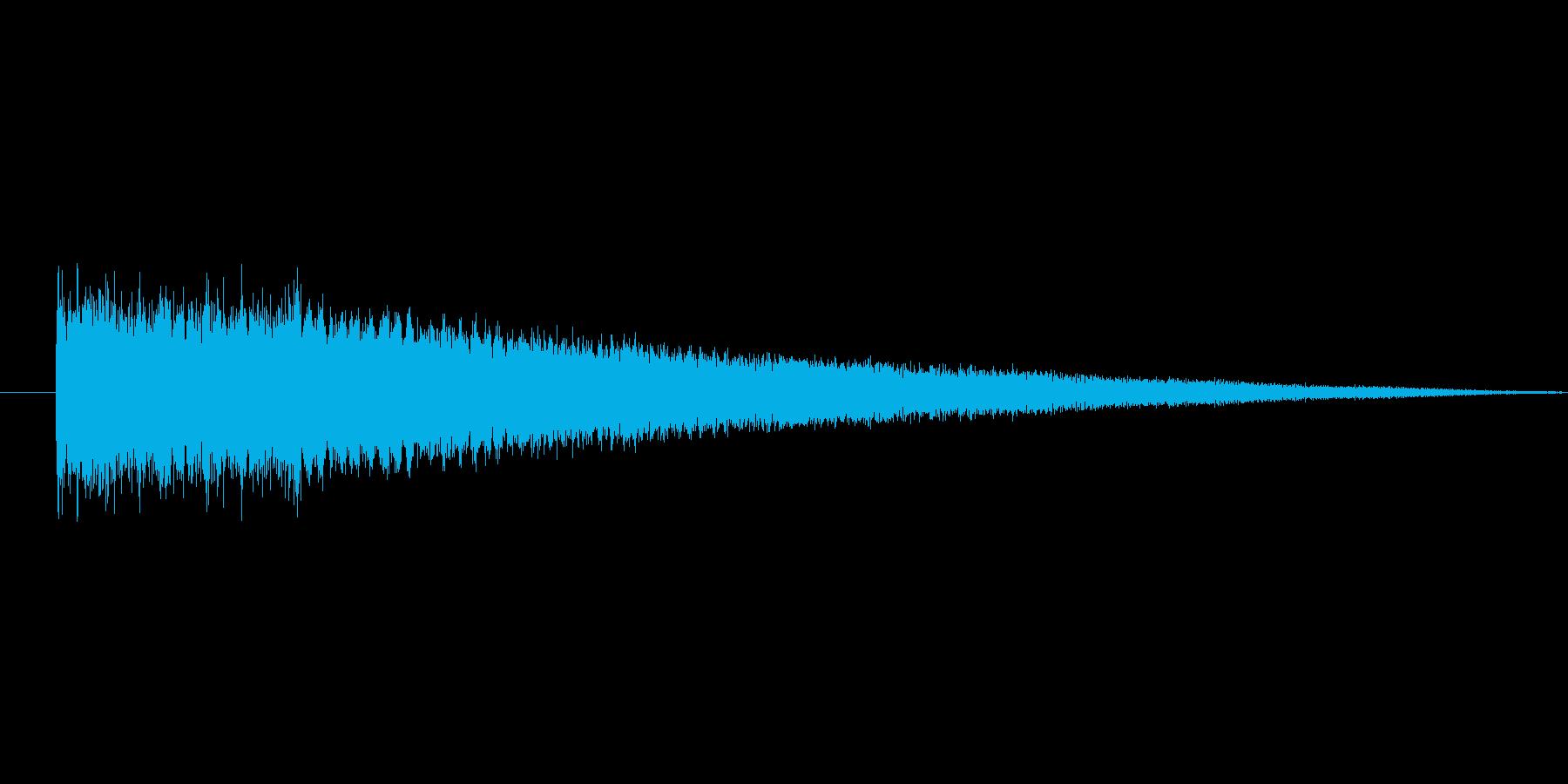 暗い場所で響くイメージの金属音の再生済みの波形