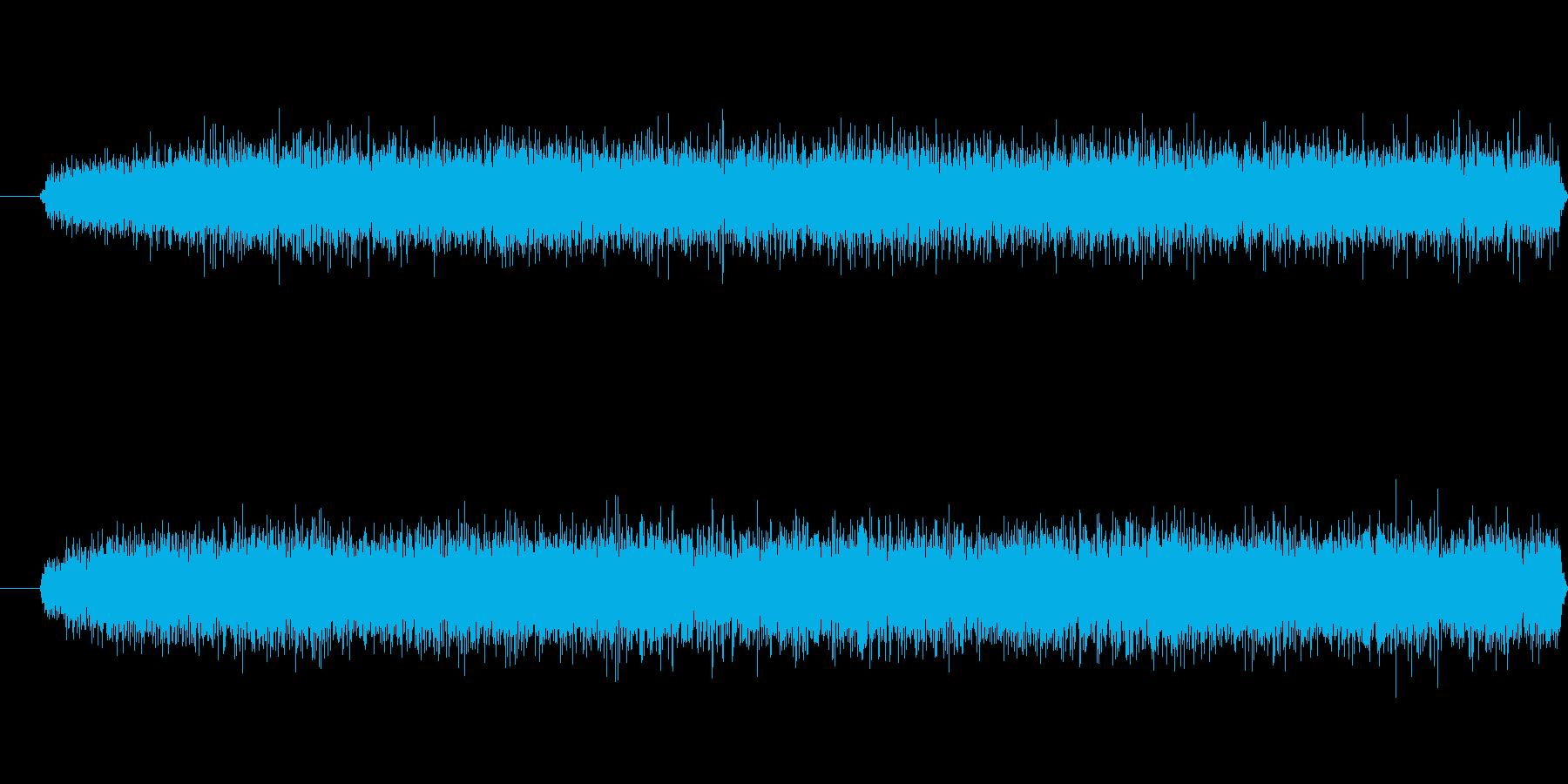 豪雨や激しい流れの川の音の再生済みの波形