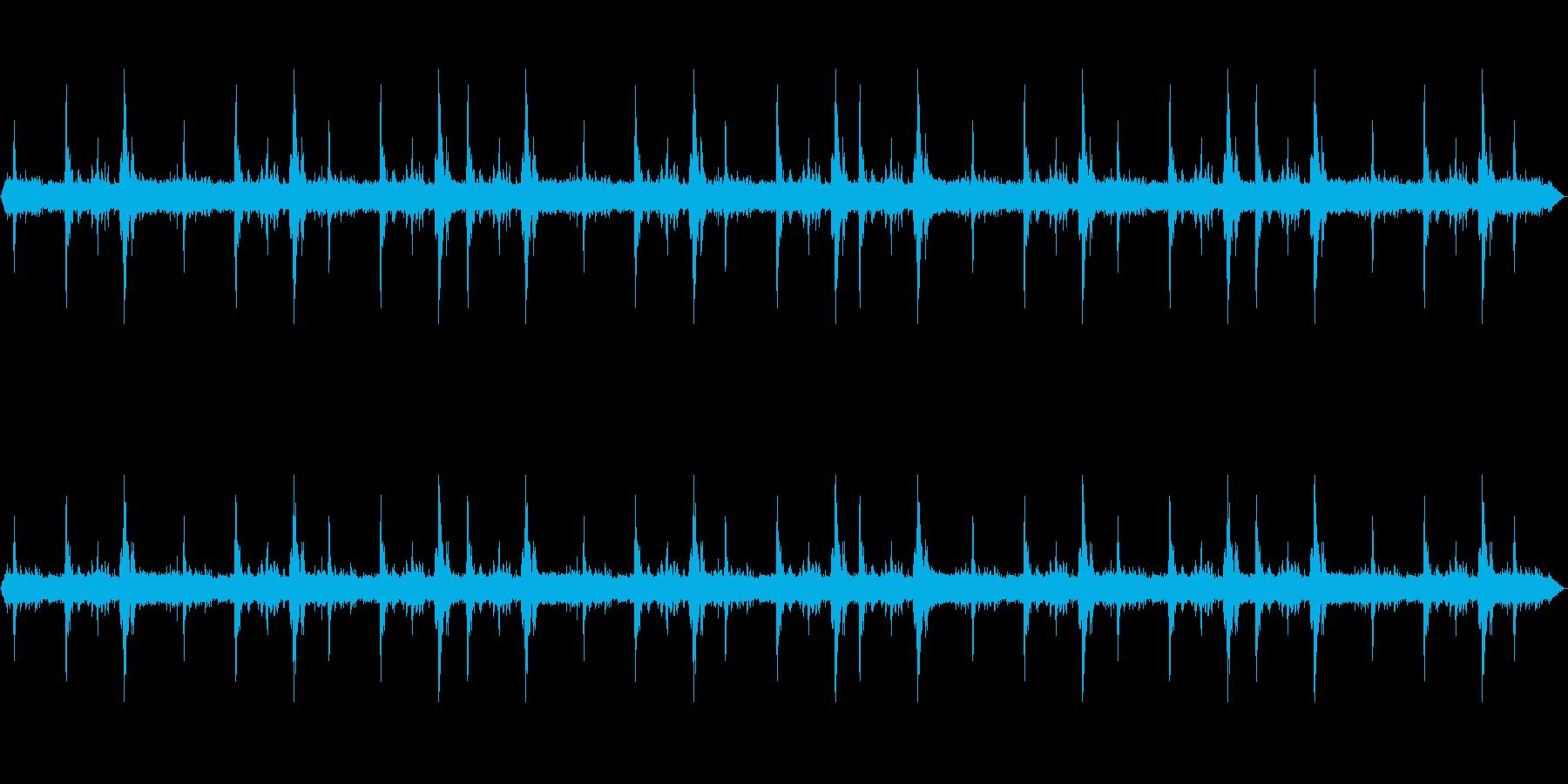 【環境音】大雨+雷ゴロゴロ .02の再生済みの波形