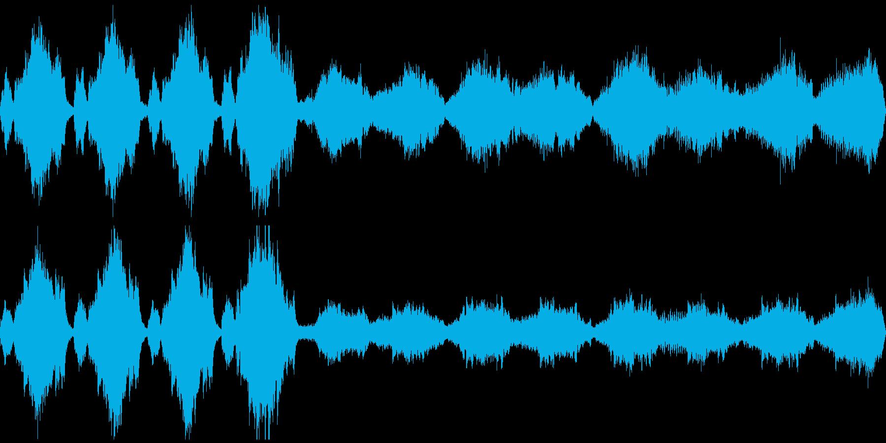 これから何かがはじまるような、勇壮な曲の再生済みの波形