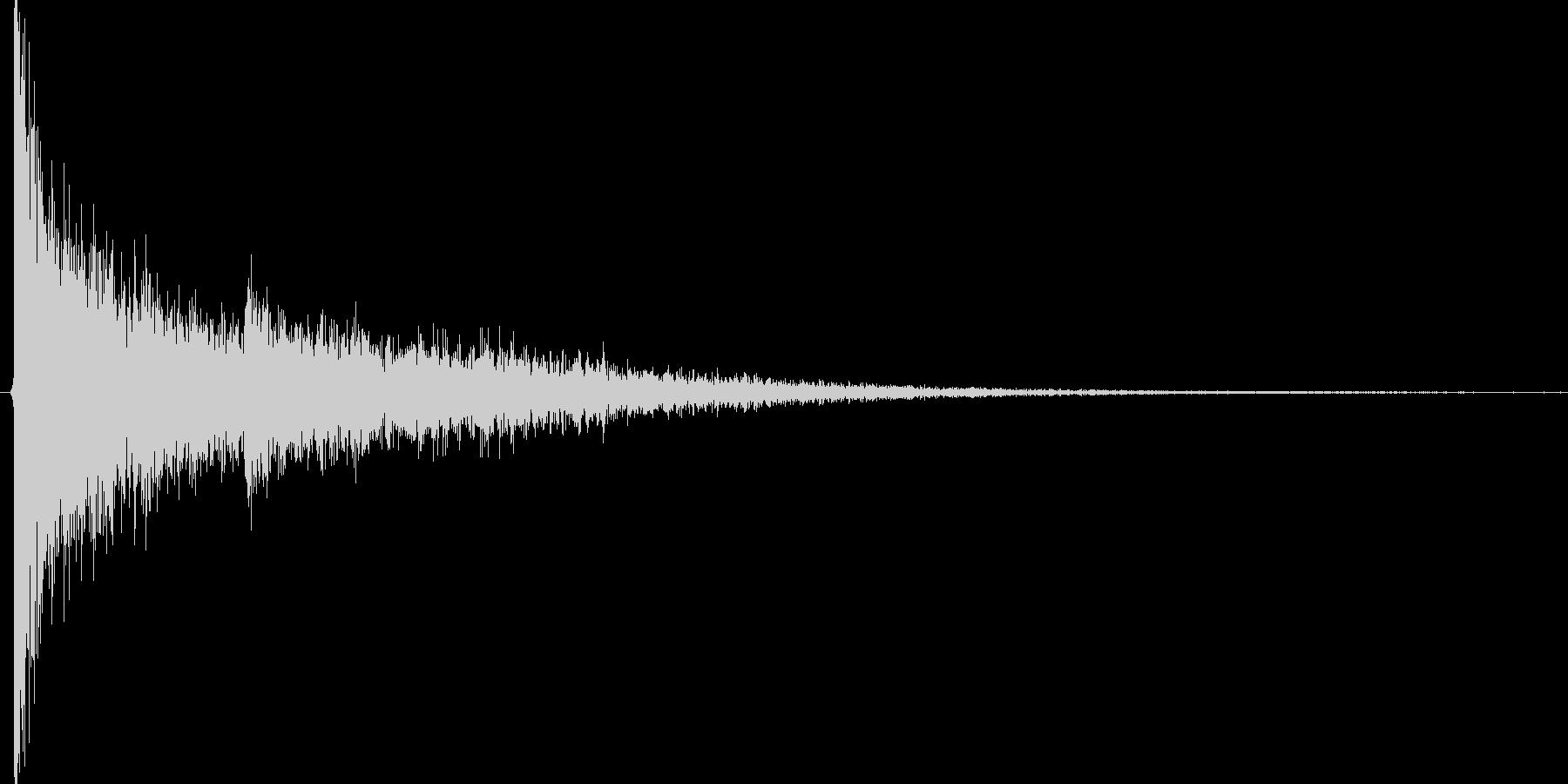 ゴォン。驚愕・ショック音(低・エコー)の未再生の波形