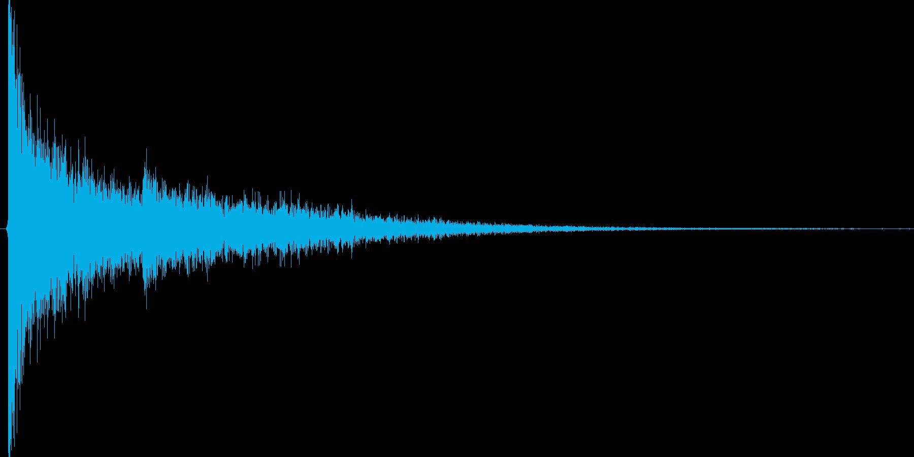 ゴォン。驚愕・ショック音(低・エコー)の再生済みの波形