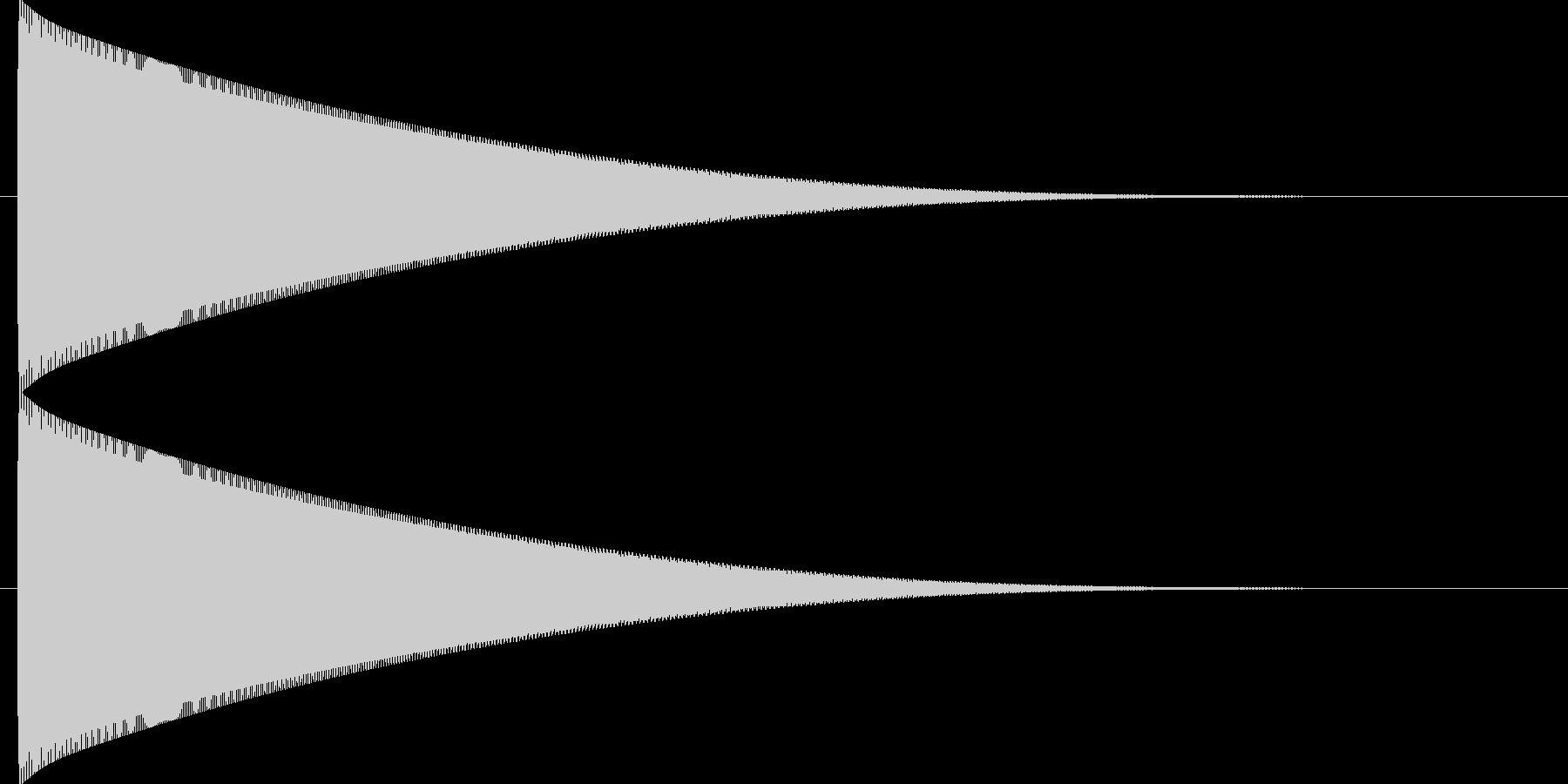 フォーンと長い軌道を描いて落下する音の未再生の波形