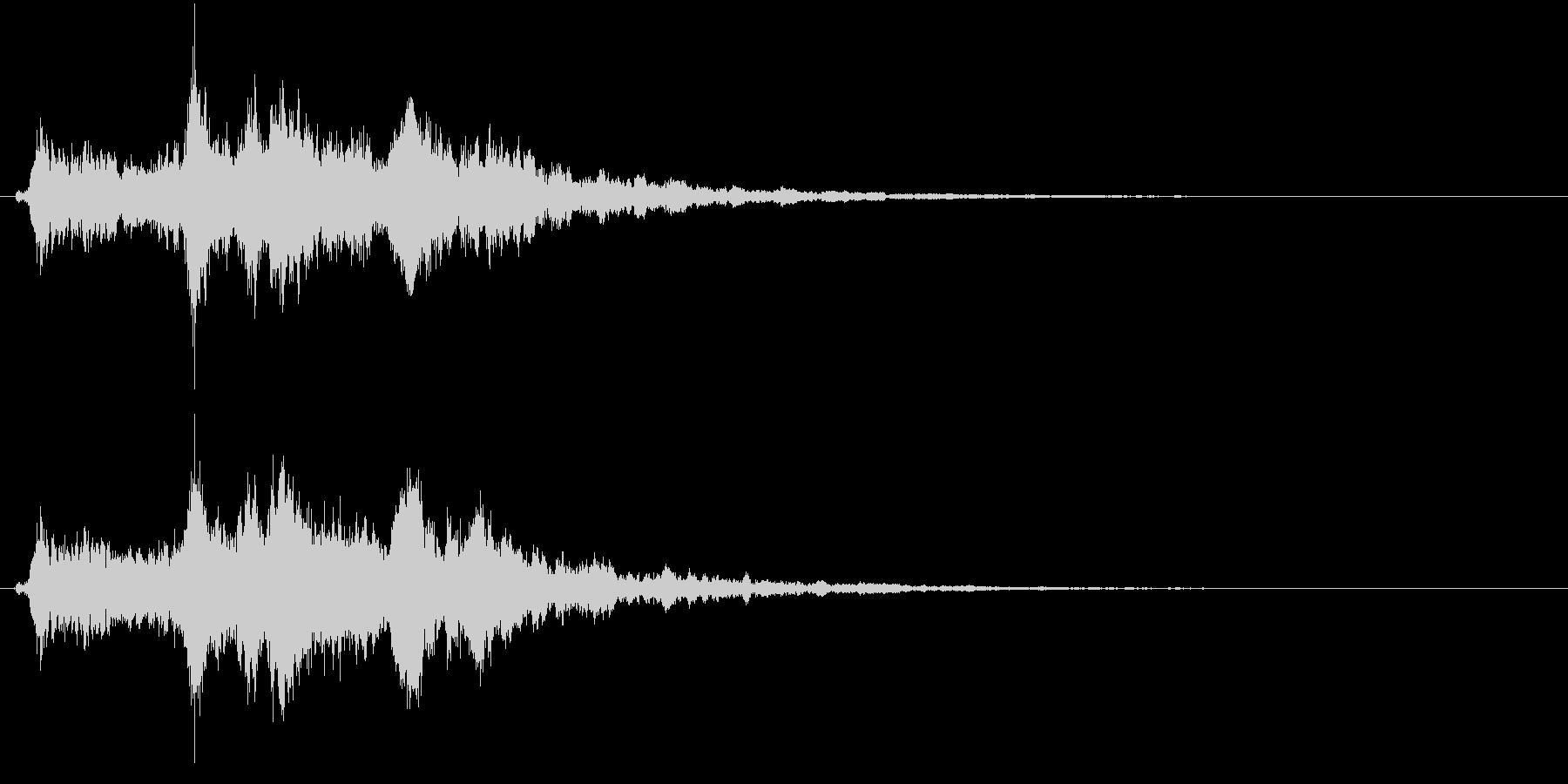 「シャンシャン」象徴的な鈴の音+リバーブの未再生の波形