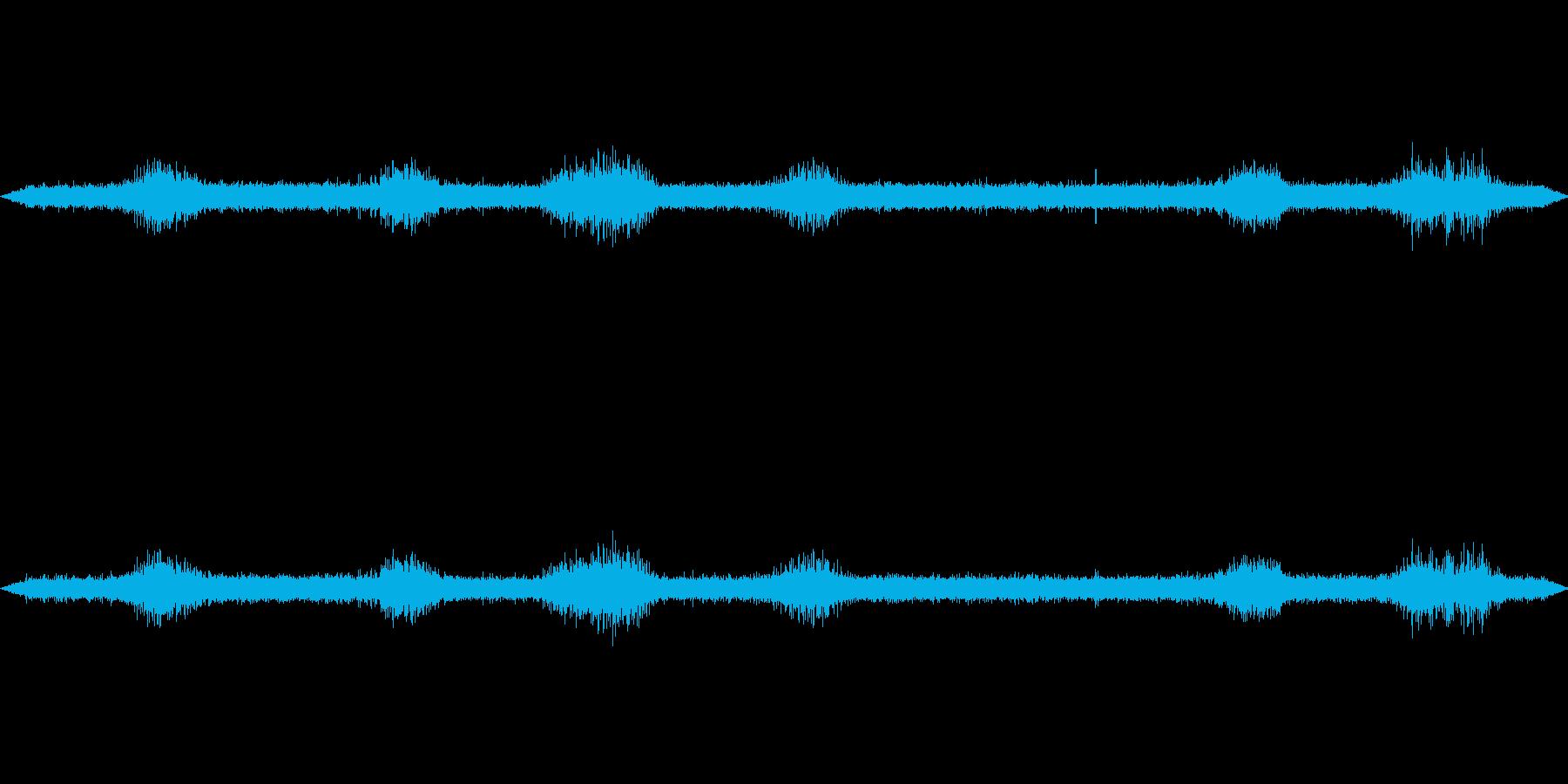 雨の音と雨粒が傘に当たる音の再生済みの波形