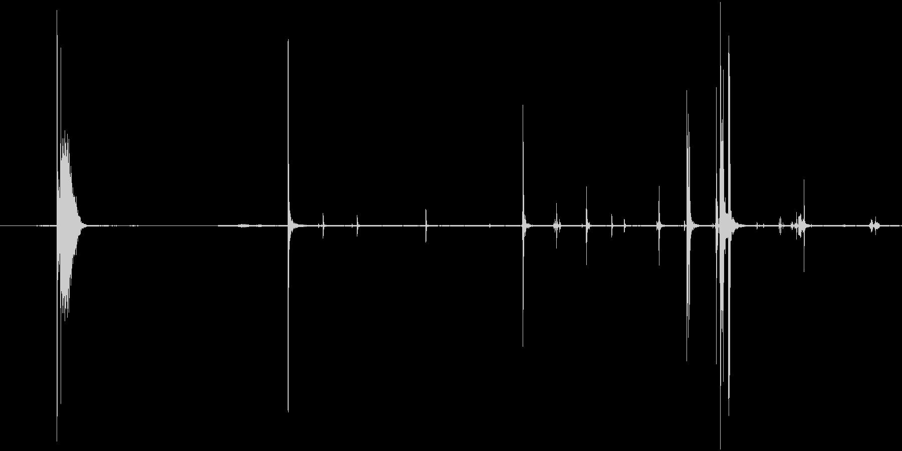 缶を開ける音(プシュッ、カチャカチャ)の未再生の波形