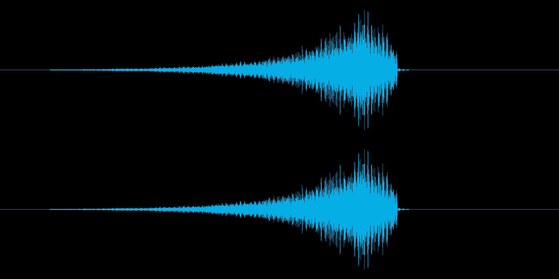 ギュイーンという音が通り抜ける効果音の再生済みの波形