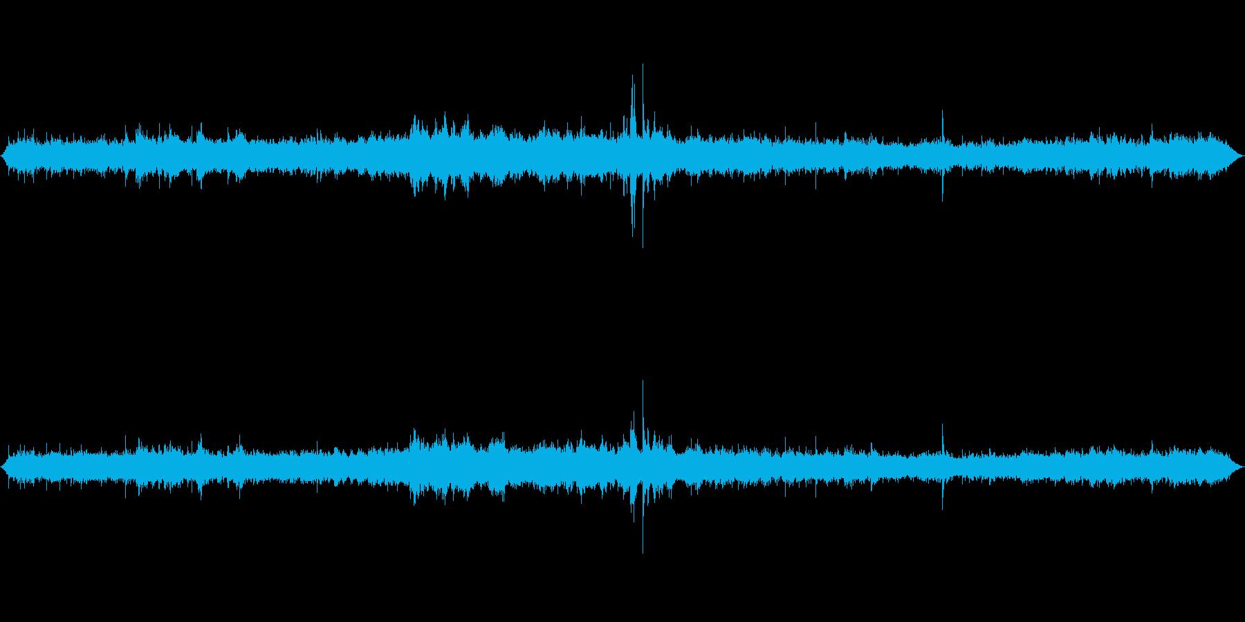 東京駅構内の再生済みの波形