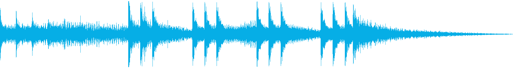 湿っぽい空間や階段での足音の効果音の再生済みの波形