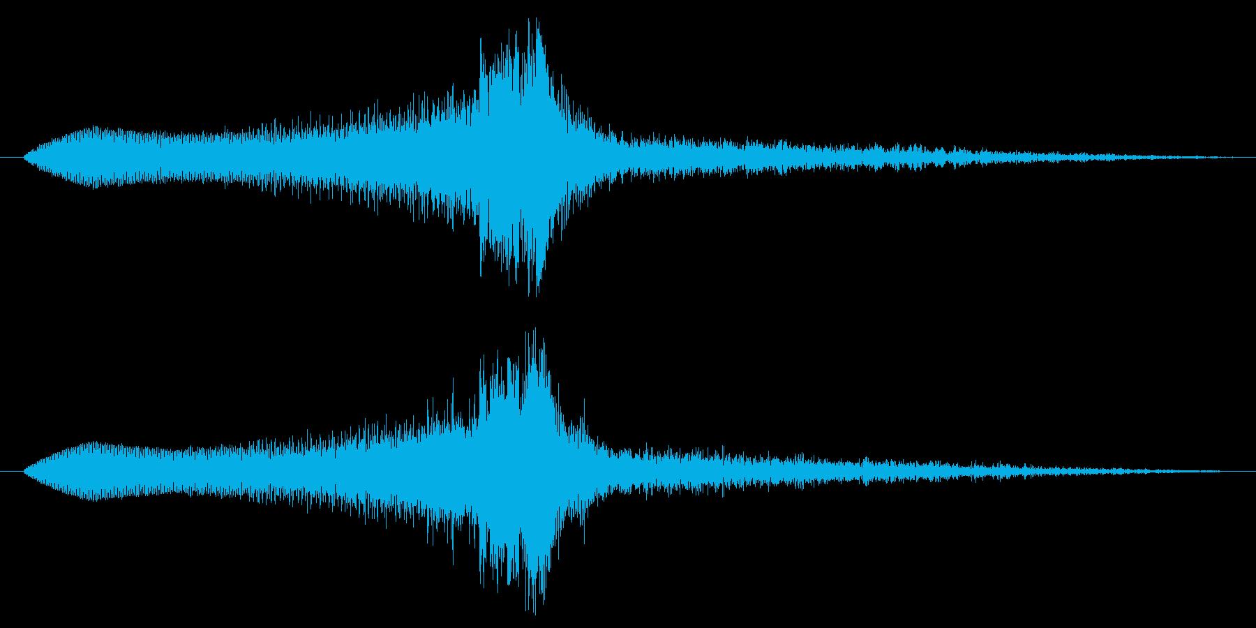 ヒューと不気味に近寄るホラーSEの再生済みの波形
