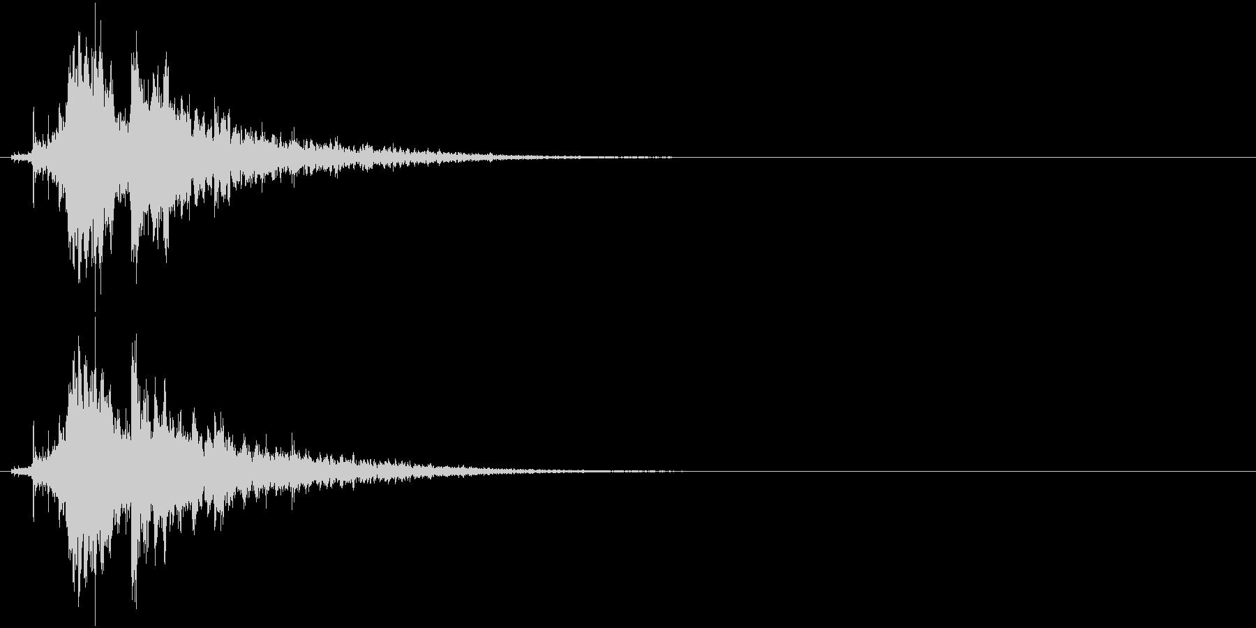 「シャラーン!」象徴的な鈴の音+リバーブの未再生の波形