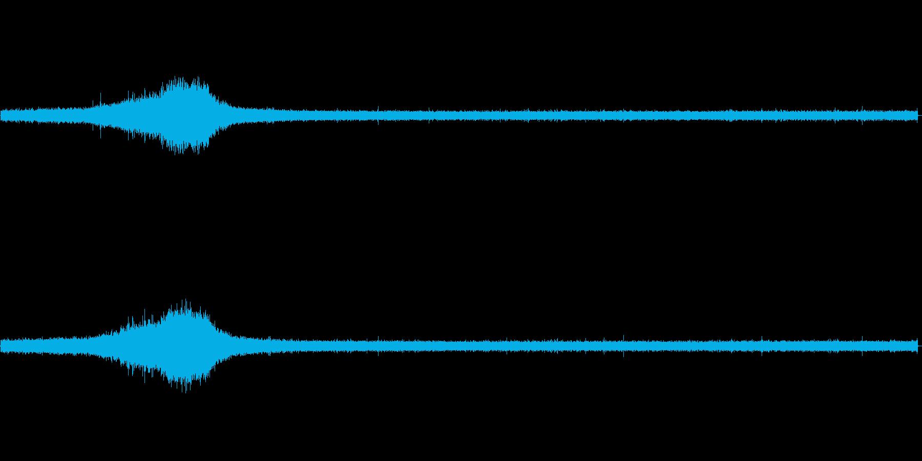 【生音】雨の日の通行音 - 7 雨 車…の再生済みの波形