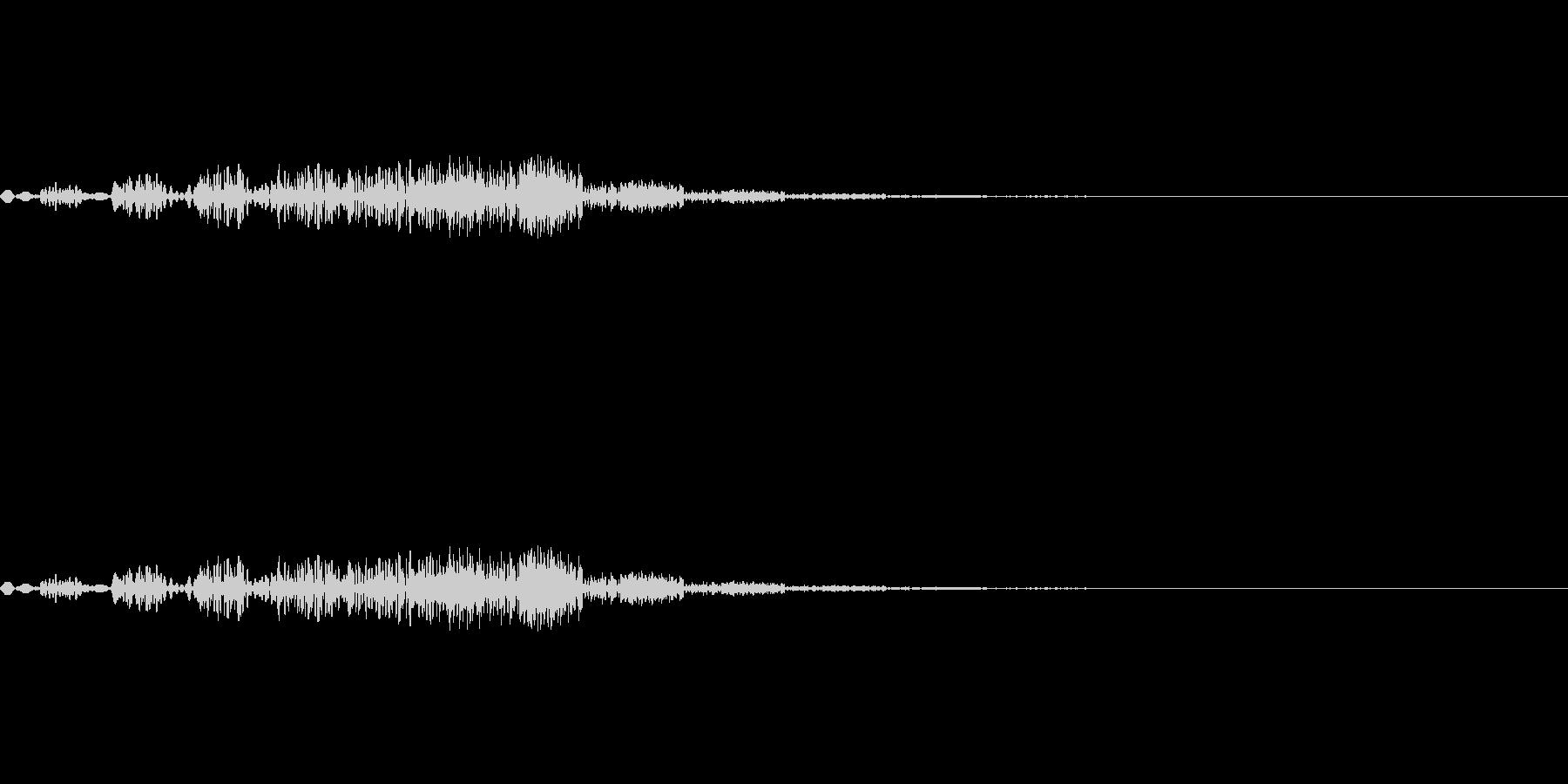 小さな飛行物体が移動するような音の未再生の波形