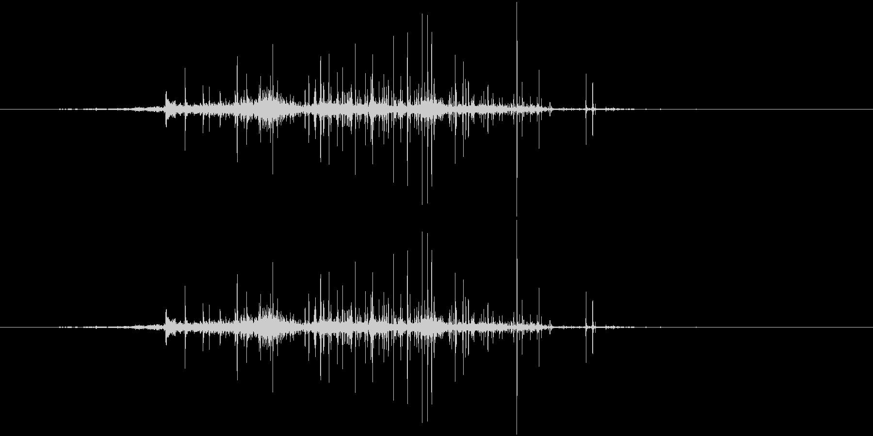 紙をまるめる音(クシャクシャ)の未再生の波形