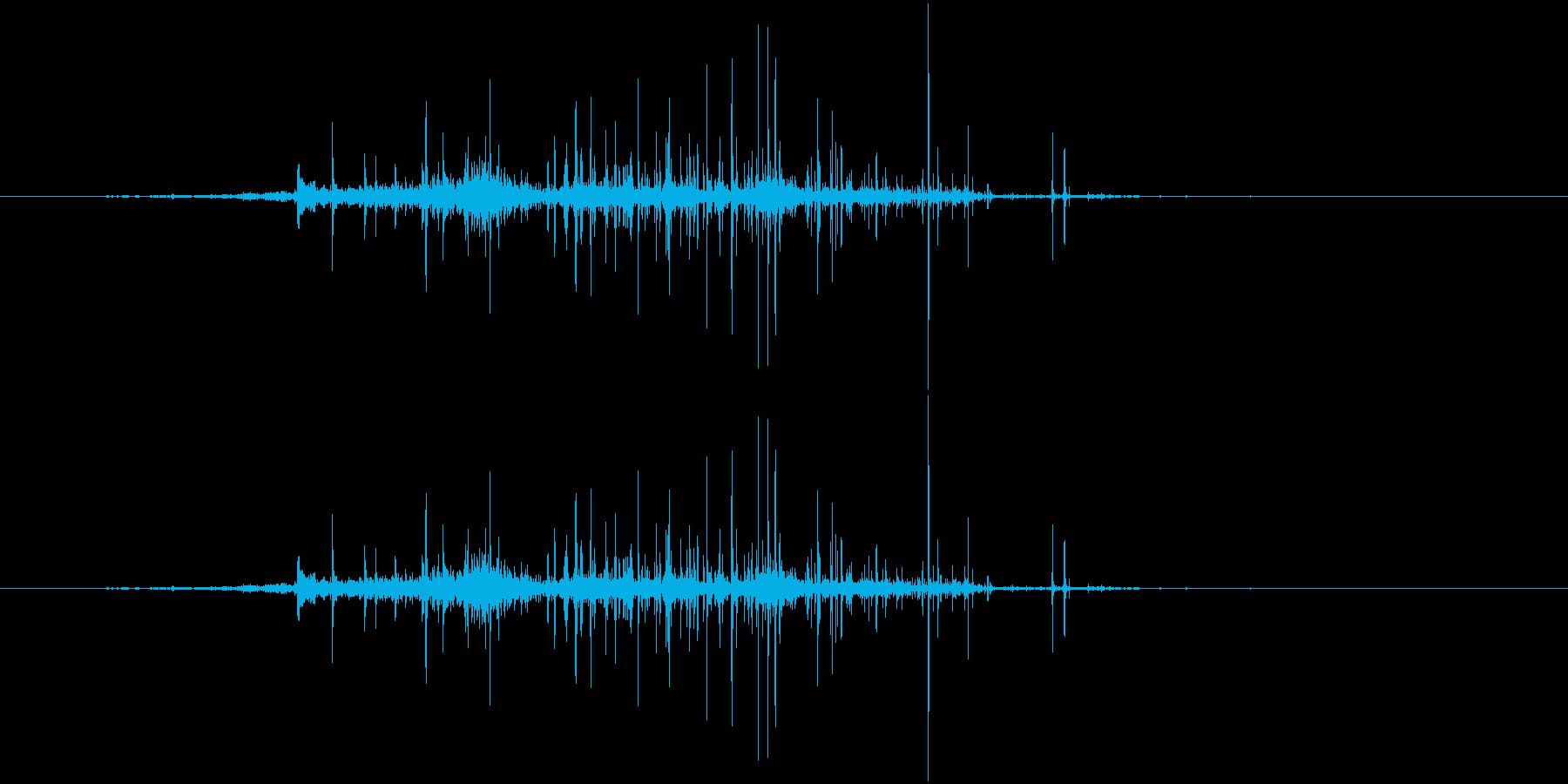 紙をまるめる音(クシャクシャ)の再生済みの波形