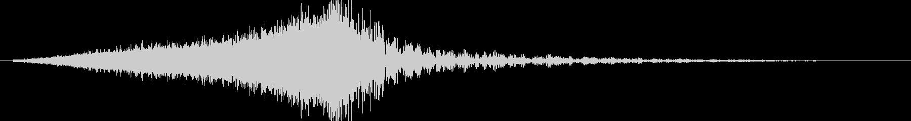 キーンドーン(金属的な音の後に爆発)の未再生の波形