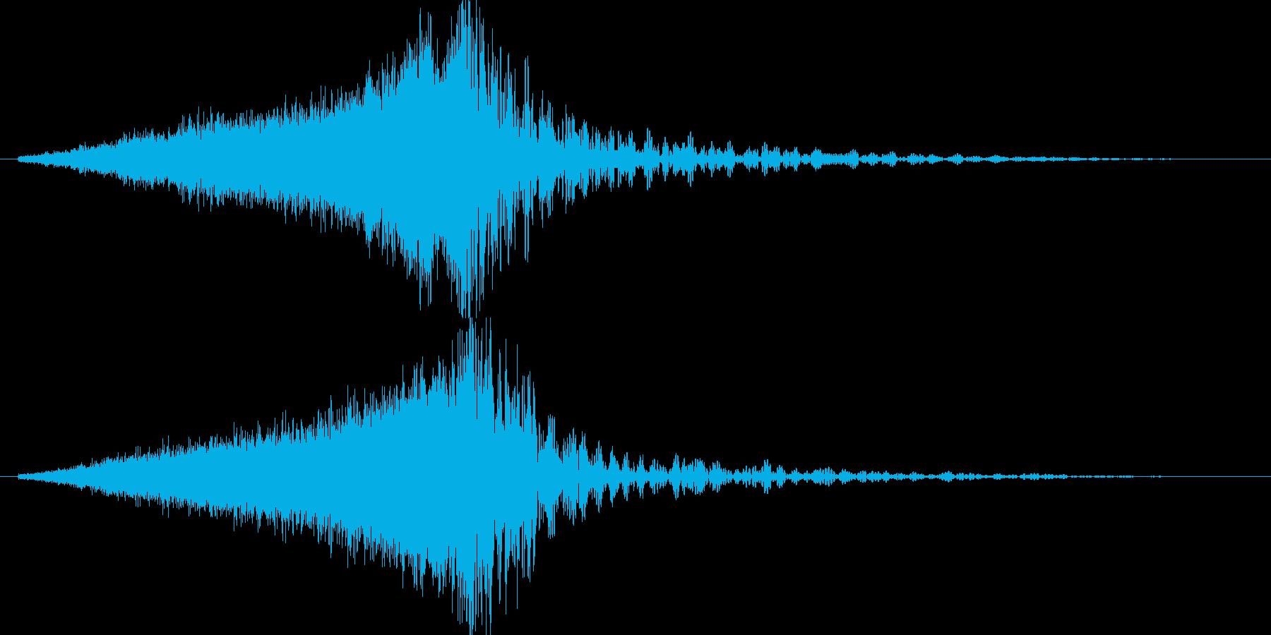 キーンドーン(金属的な音の後に爆発)の再生済みの波形