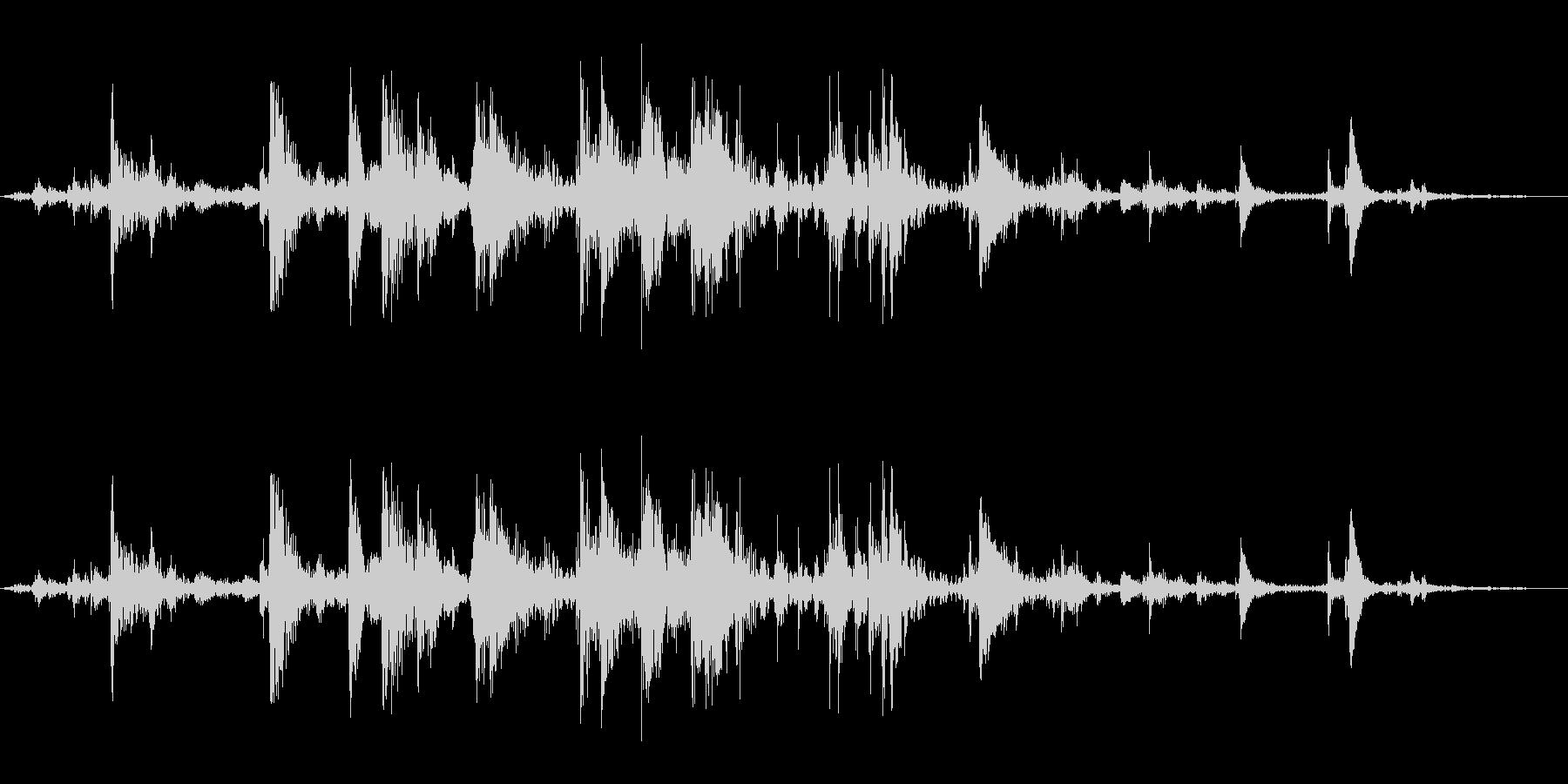 氷を入れる音(カランカラン)の未再生の波形
