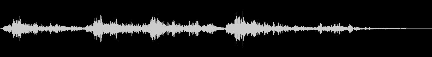 ドカーン(遠くで爆発している音)の未再生の波形