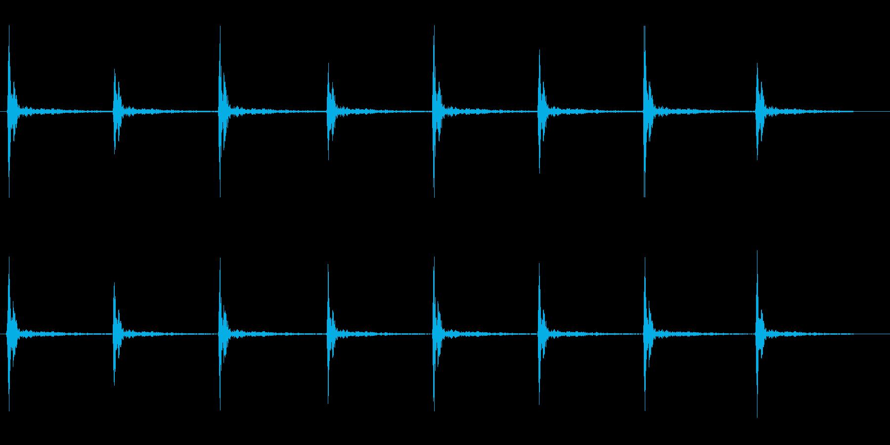 木材をトンカントンカンたたく音の再生済みの波形