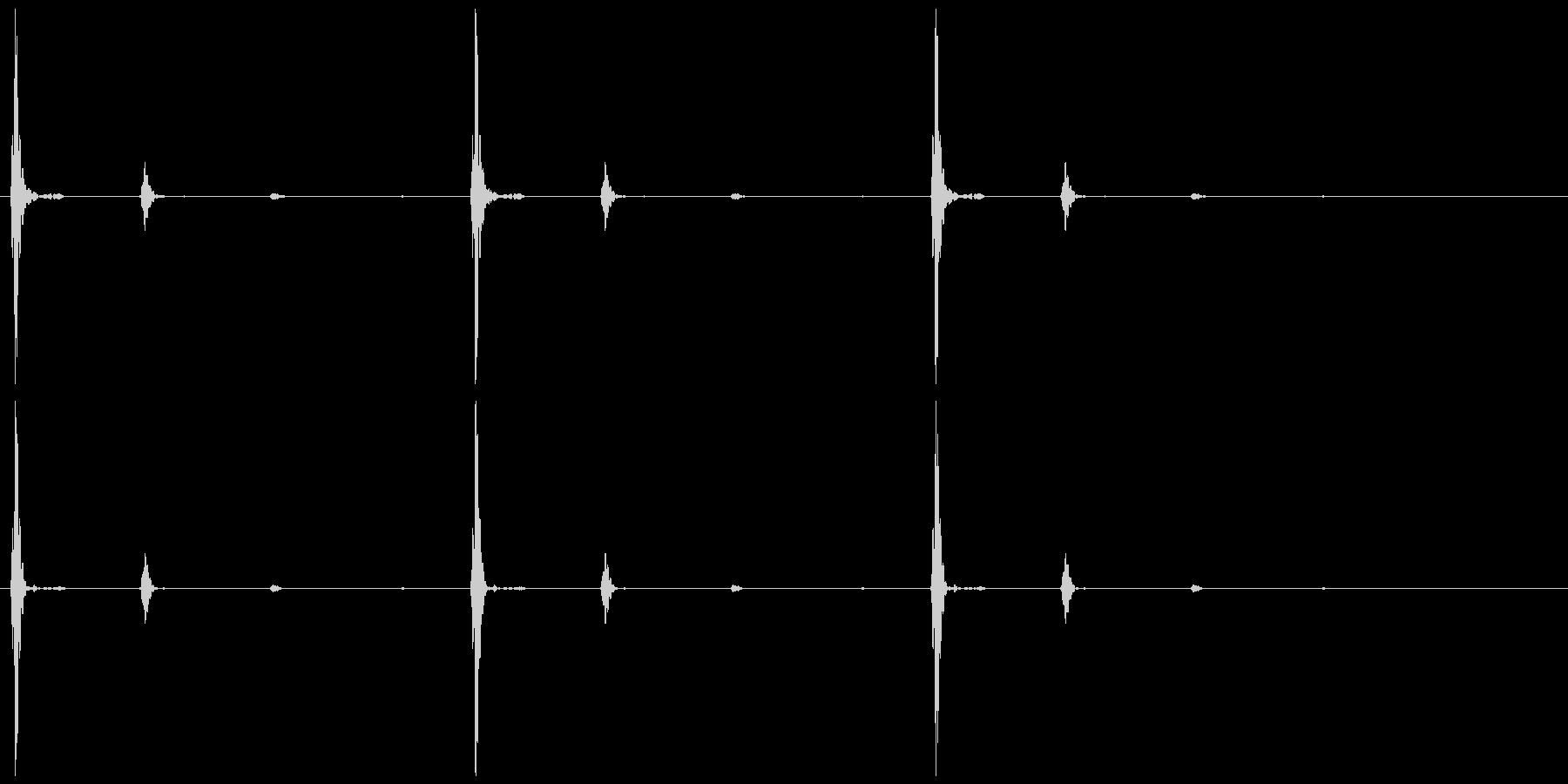 心臓の音 (トク…トク…トク…)の未再生の波形