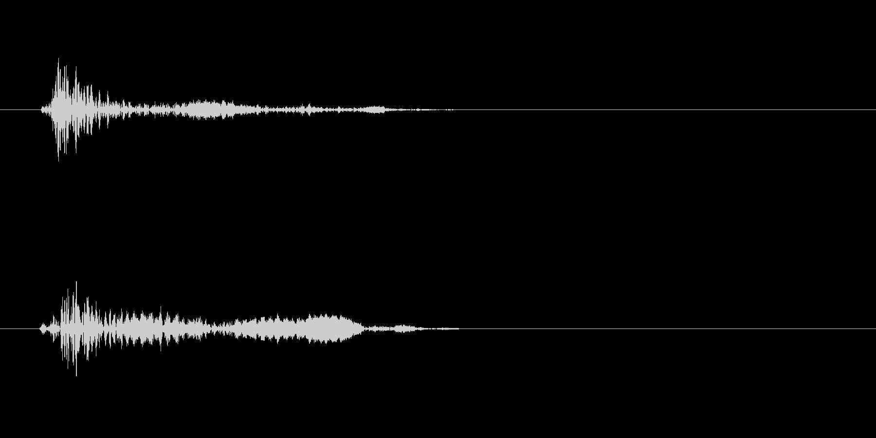コッ(短めの打つ音)の未再生の波形