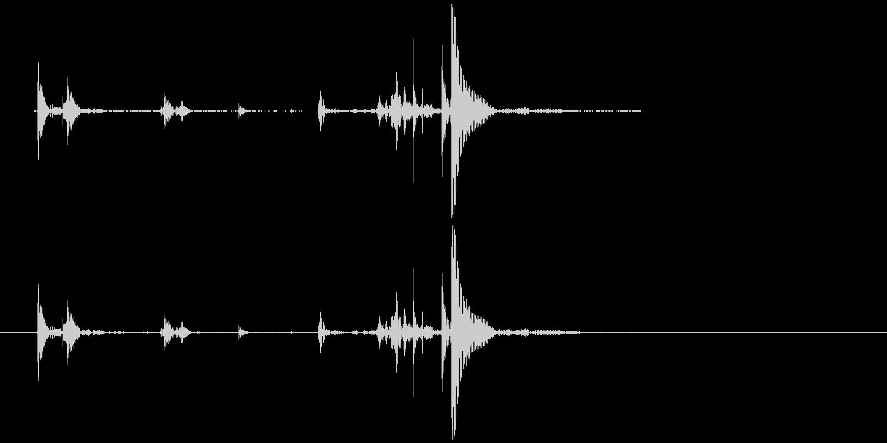 ガチャガチャのカプセル開閉音 カカッポッの未再生の波形