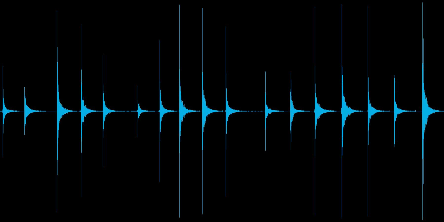 カーン カツッ という足音をひたすら収録の再生済みの波形