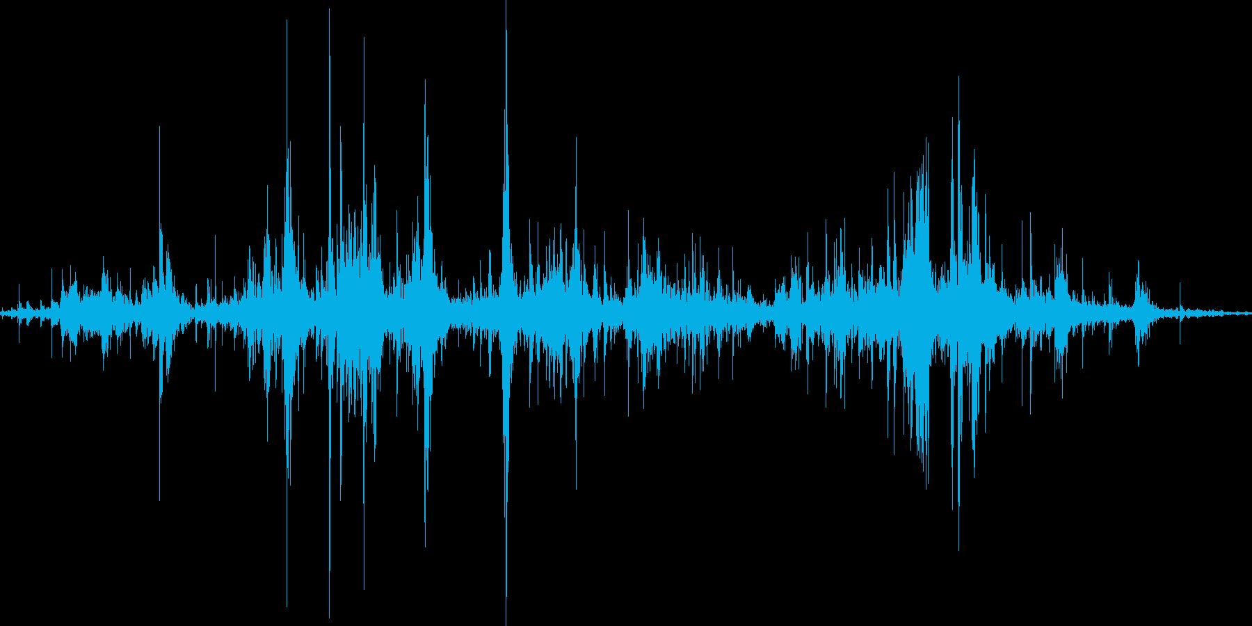 新聞紙をくしゃくしゃにする音の再生済みの波形
