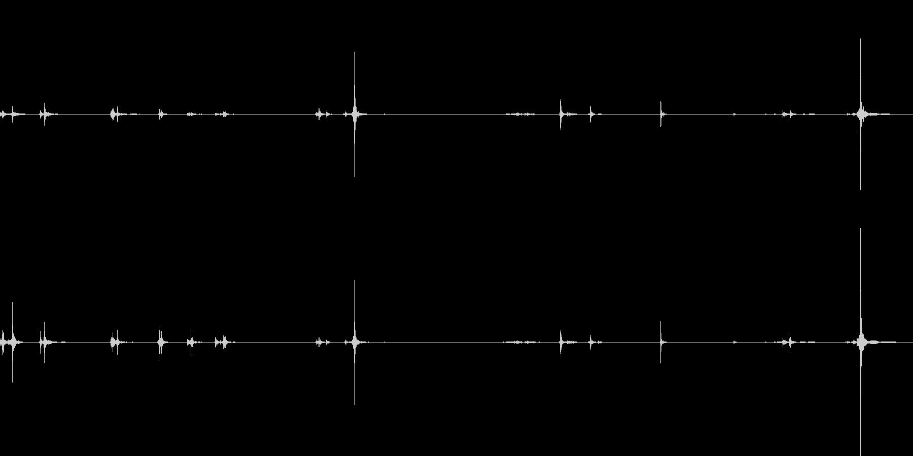 アタッシュケースの留め具を付けるの未再生の波形