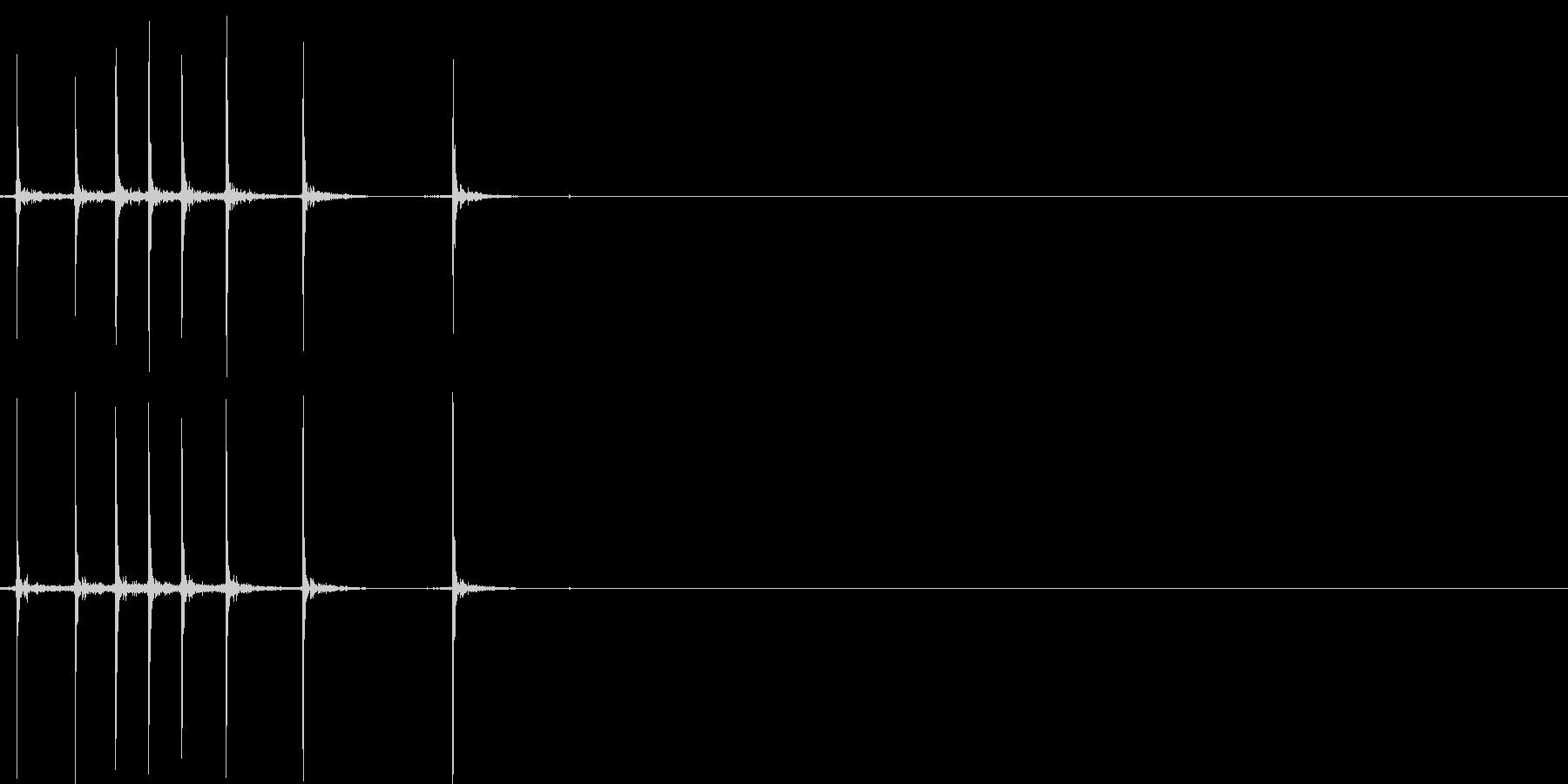 カッターの刃を出し入れする音(はやめ)の未再生の波形
