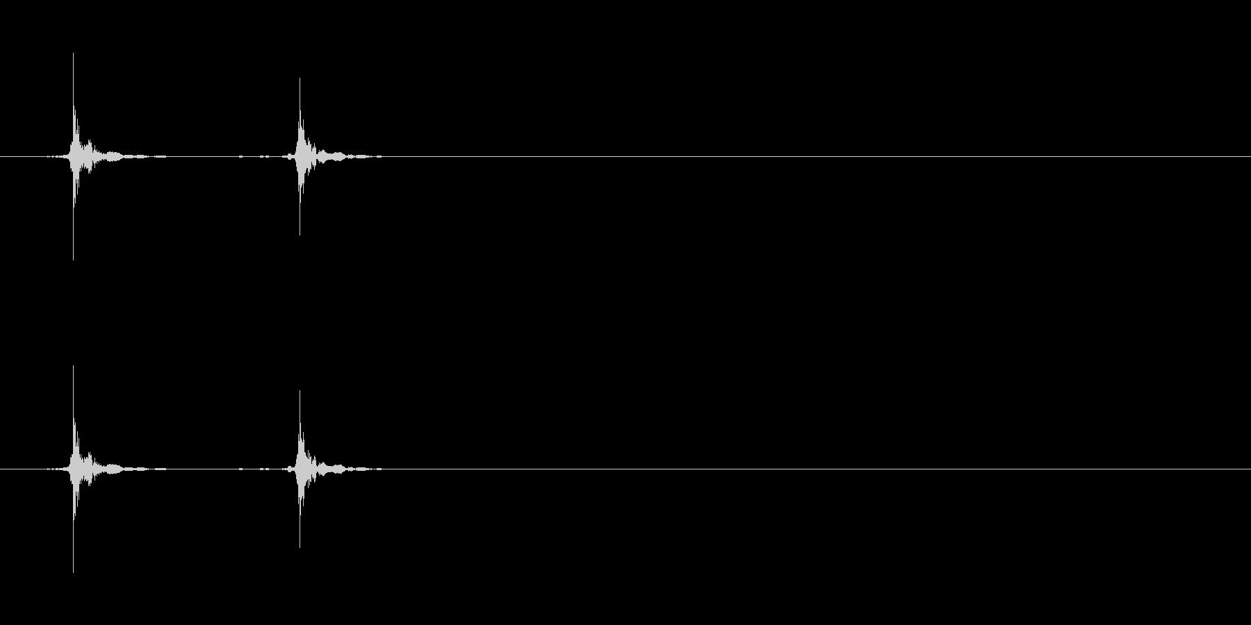 カチッ(フタの開閉、クリック)の未再生の波形