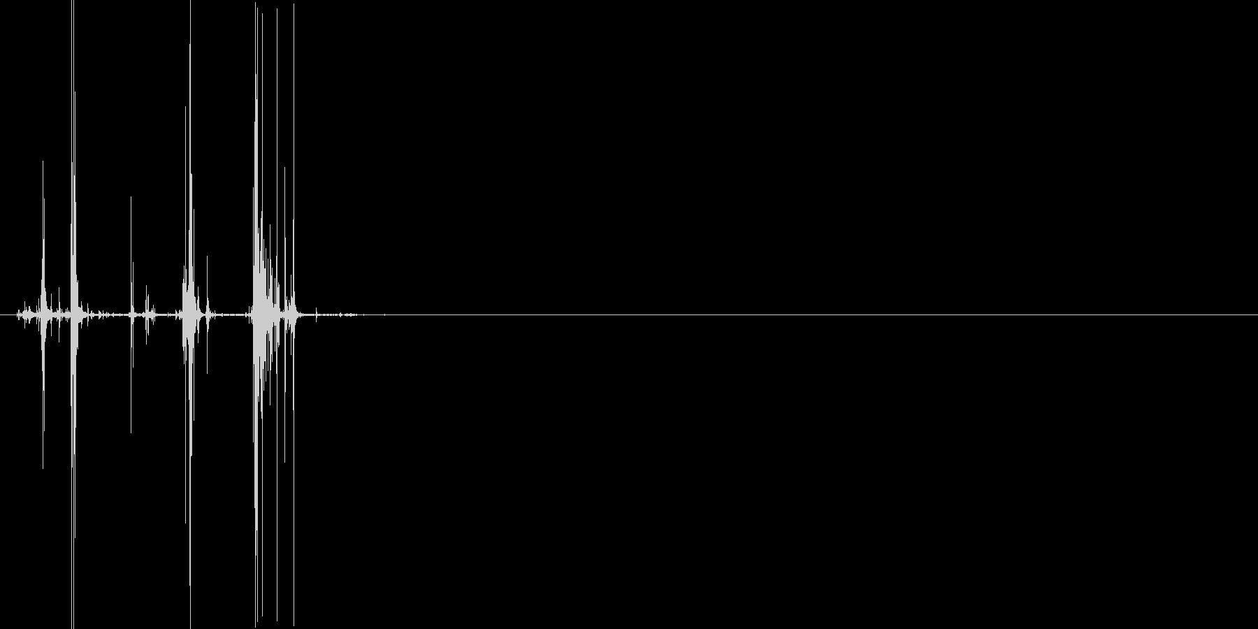 カリッ(お菓子を噛んだ時の音)の未再生の波形