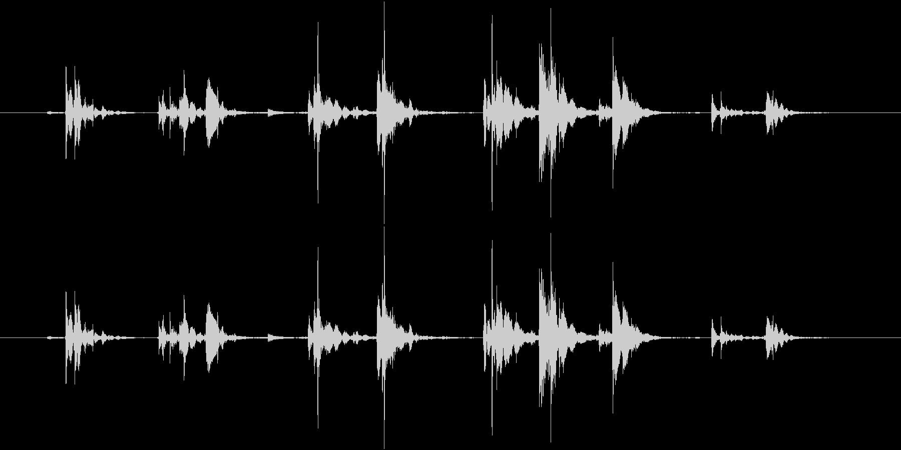 ロックグラスに氷を入れる涼しげな音02の未再生の波形