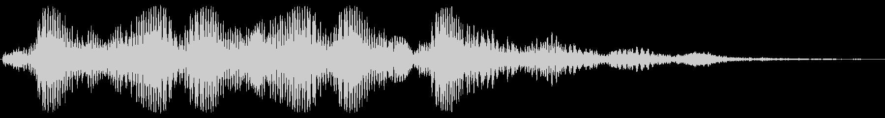 ホワ〜、フォンッ、っという笛のような音の未再生の波形