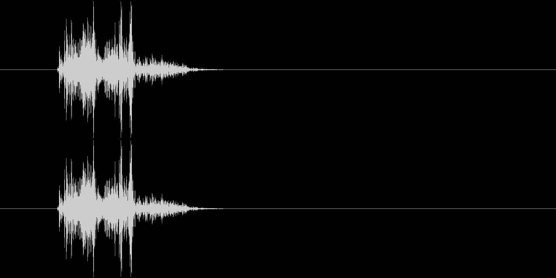 バタン(衝撃、打撃音)の未再生の波形