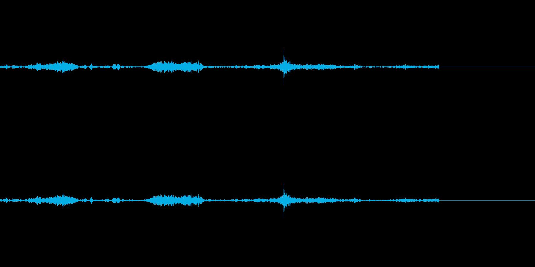 スーッ、スーッ・・・(徐々に開ける音の再生済みの波形