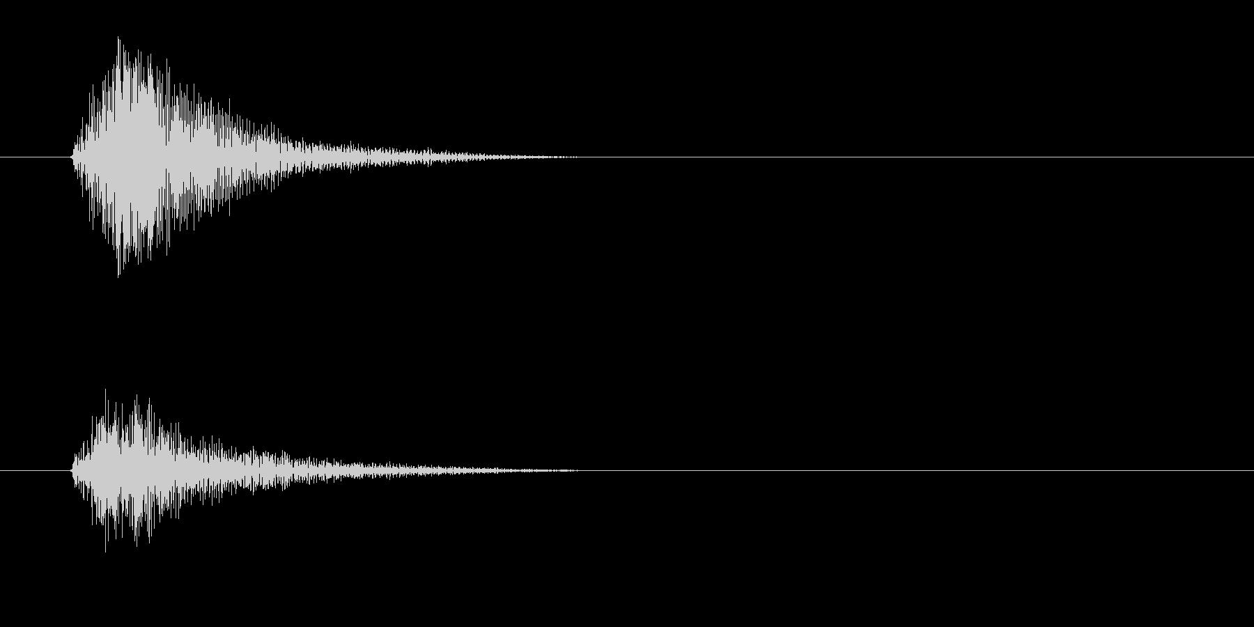 チッ(金属を軽く叩く高音)の未再生の波形