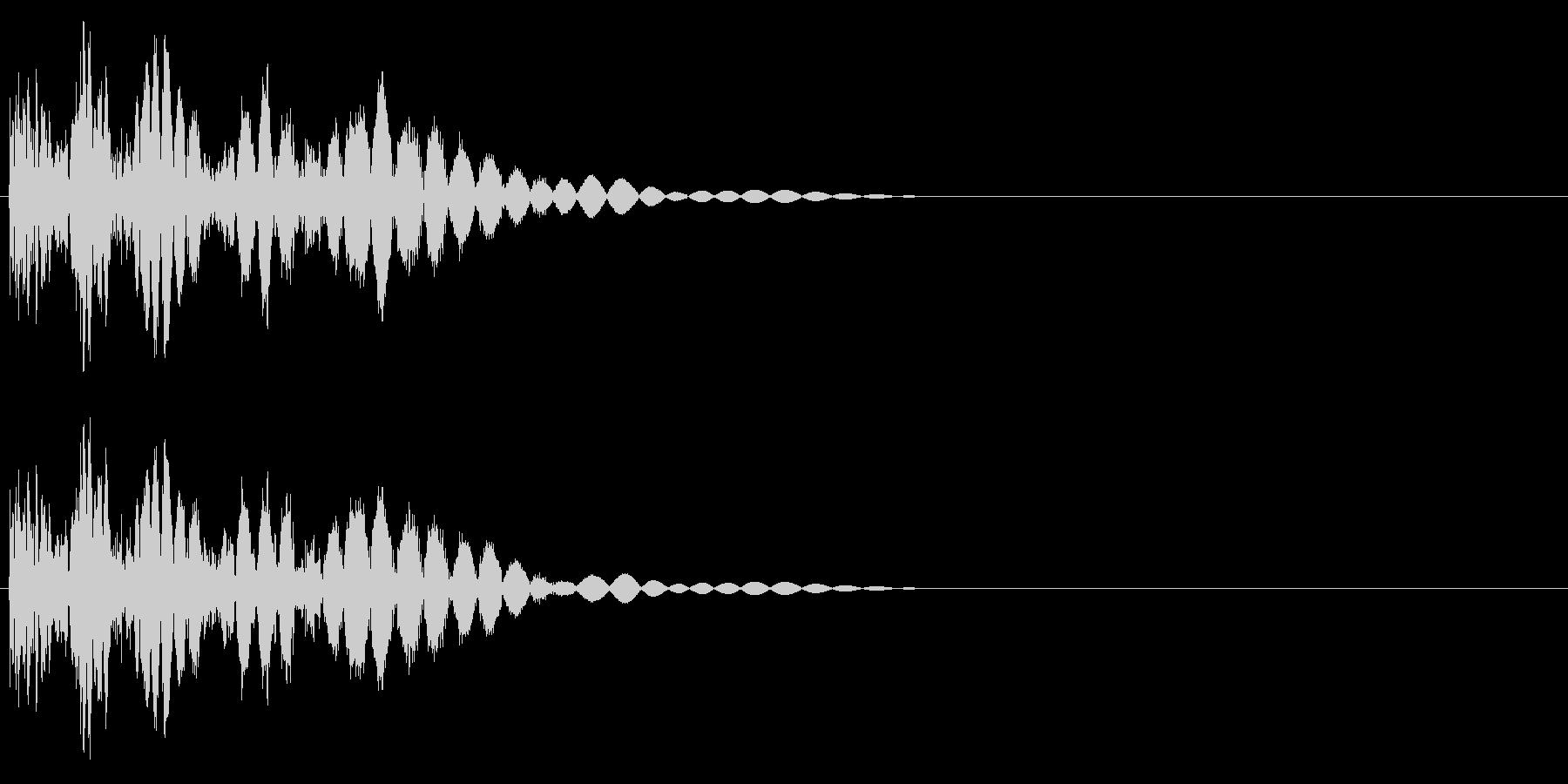 バシッ(キックする音、打撃音)の未再生の波形